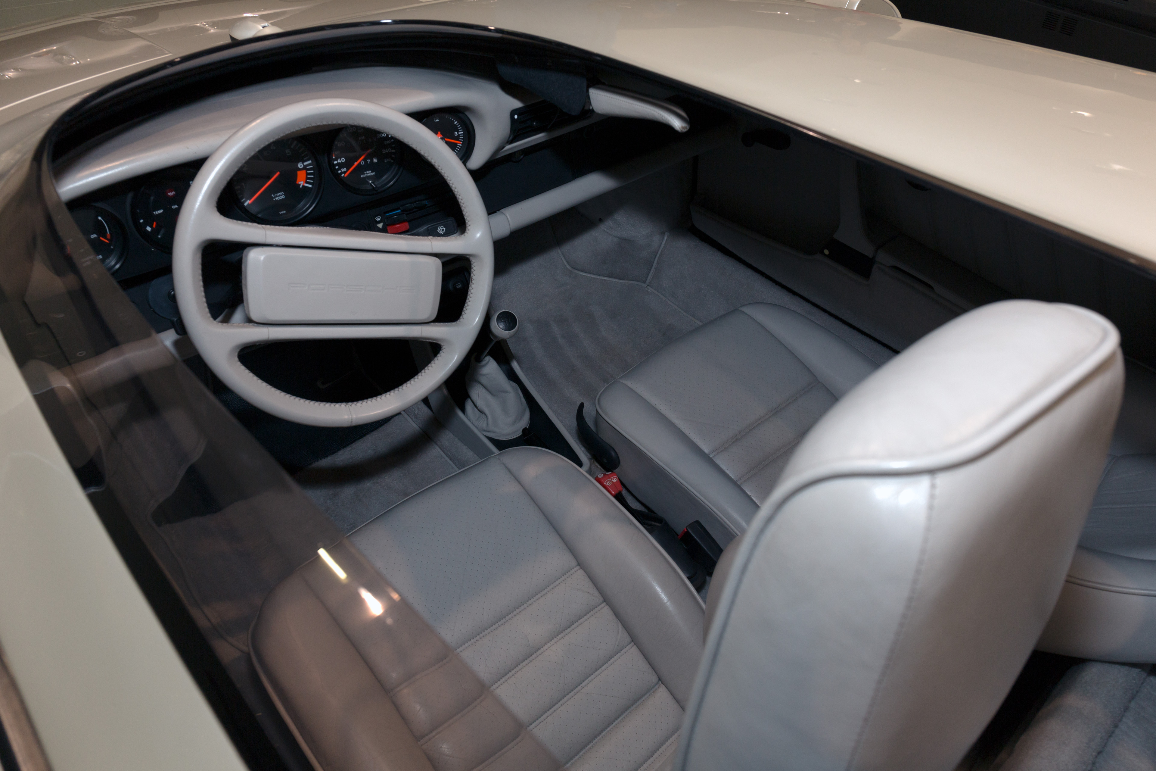 100 porsche 911 interior then vs now 1967 porsche for Porsche 911 interieur