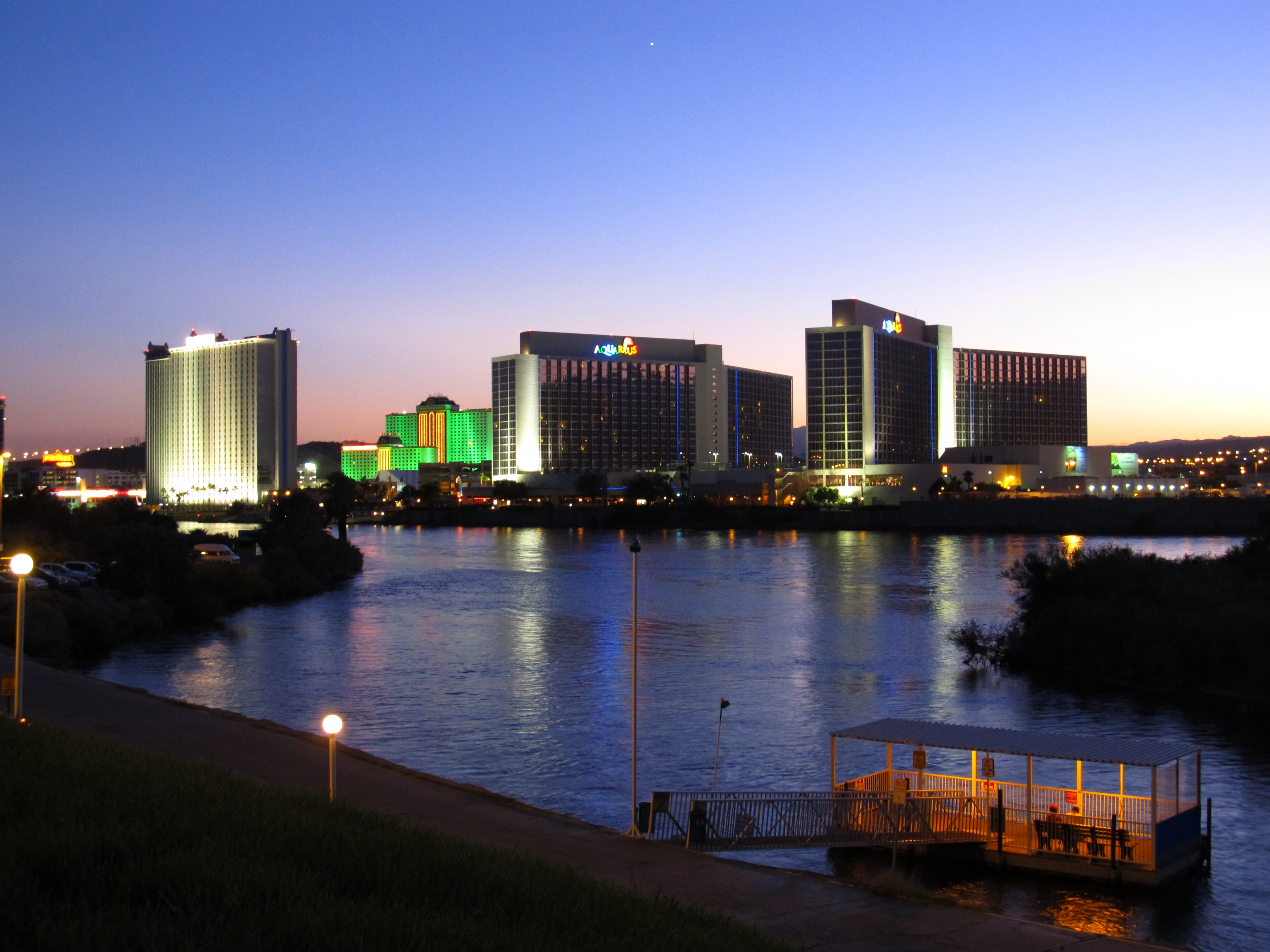 on the river, it emphasizes outdoor and family activities. Many of the casinos that line the Colorado River are linked by an unofficial pedestrian thoroughfare