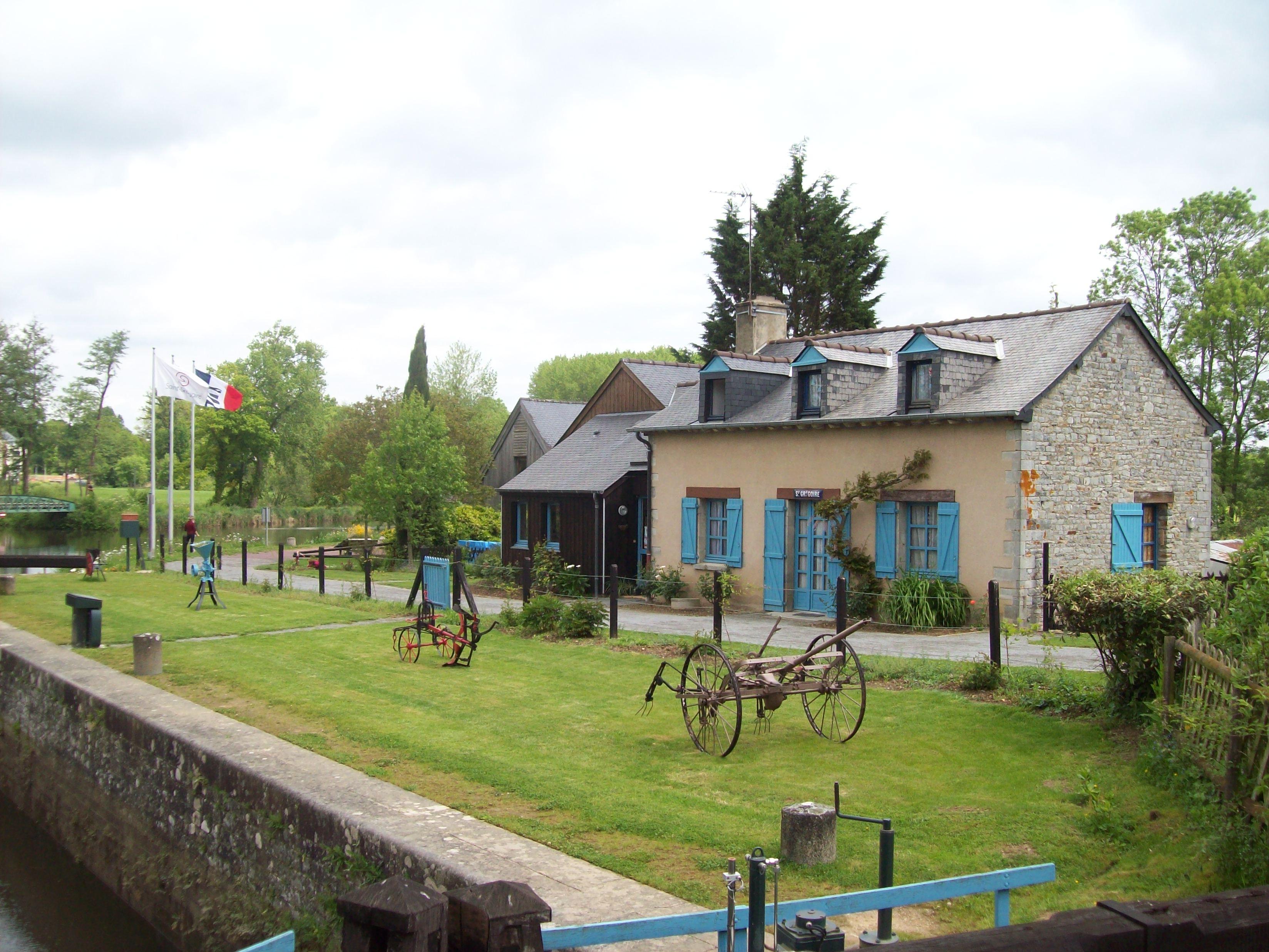 File saint gr goire 35 lock house jpg for Piscine saint gregoire