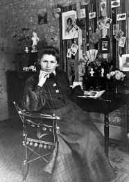 image of Sophie Henriette Taeuber-Arp from wikipedia