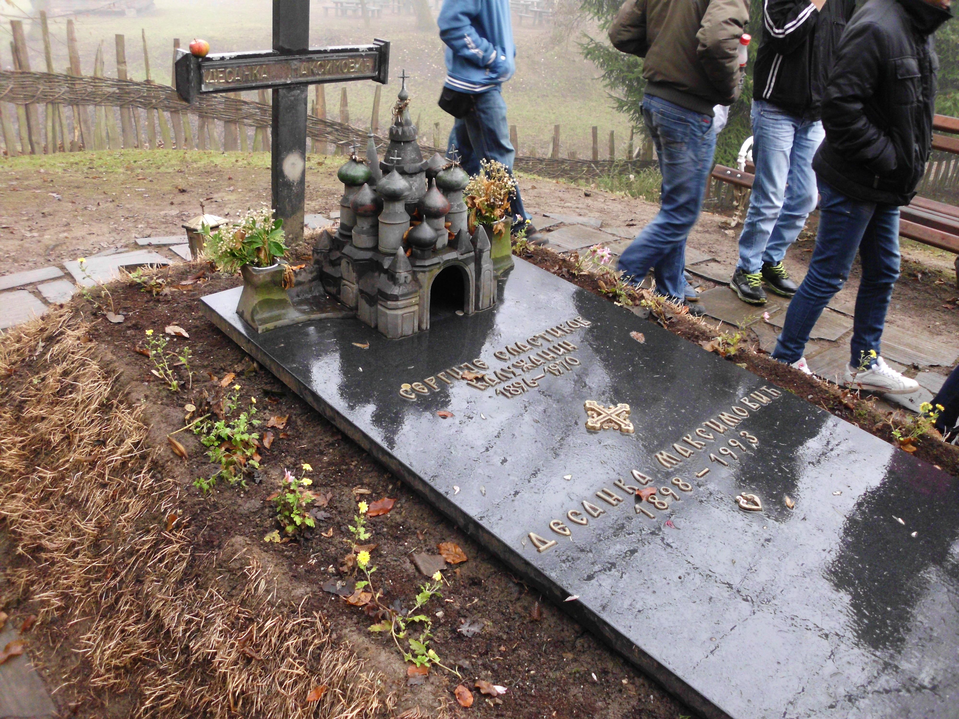 File Spomenik Grob Desanke Maksimovic Jpg Wikimedia Commons
