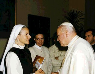 English: Sr Emmanuel Visit the Pope. Visit www...