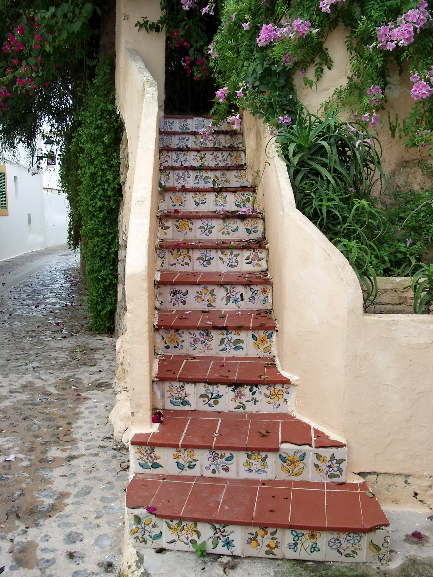 http://upload.wikimedia.org/wikipedia/commons/a/a1/Staircase_in_Eivissa.JPG