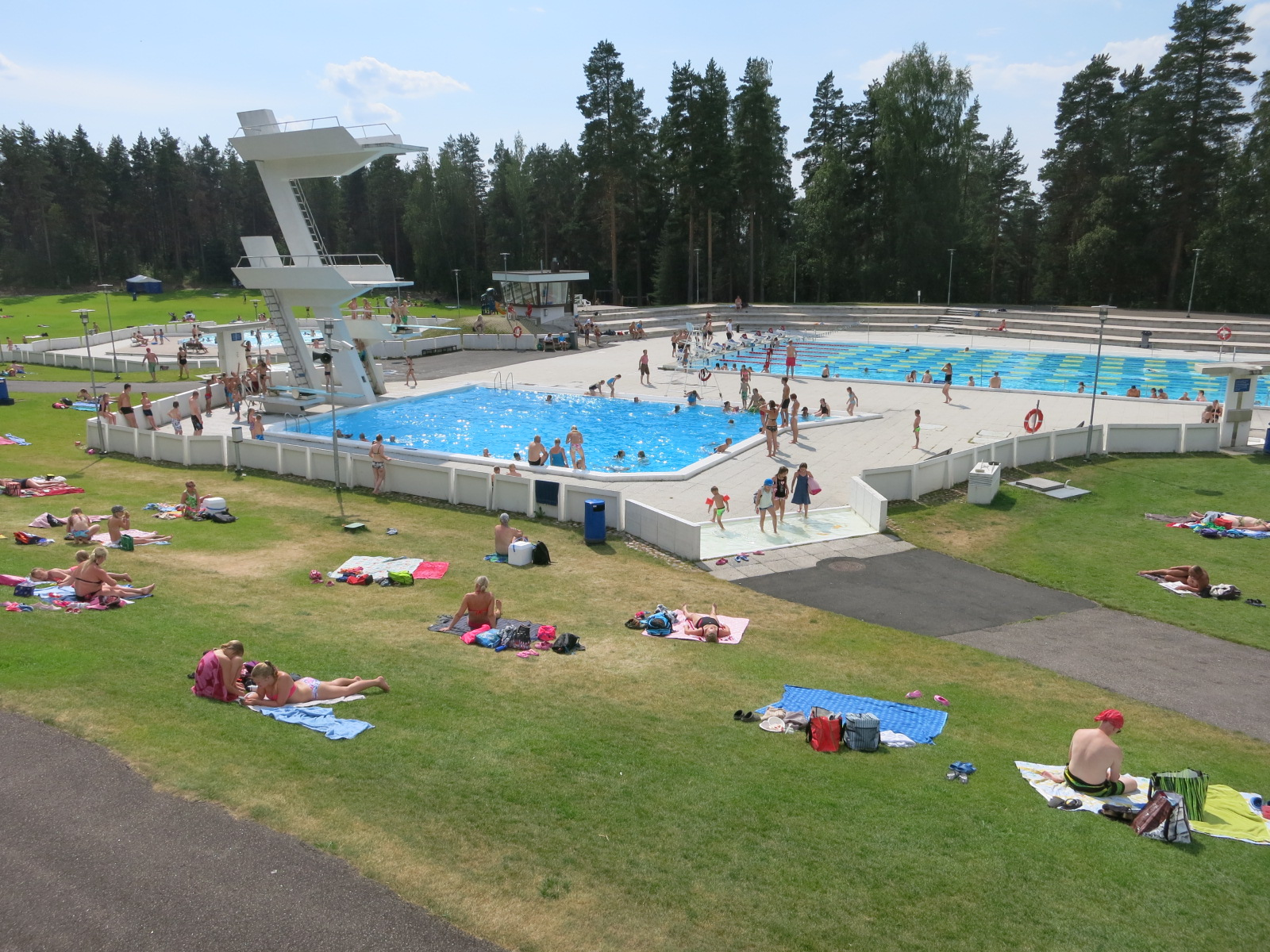File:Sveitsi outdoor swimming pools.JPG - Wikimedia Commons