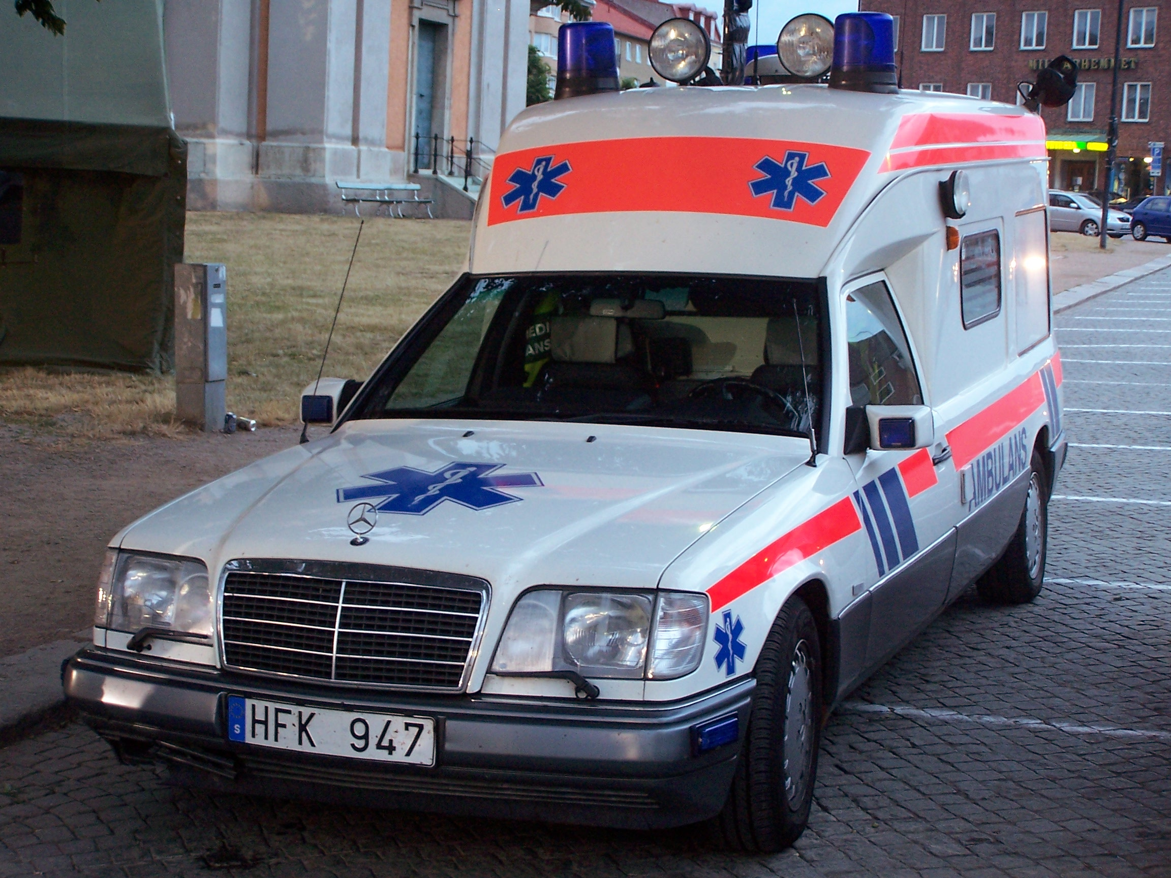 Einsatzfzg moreover Watch moreover Photo full furthermore Mercedes Benz W176 A200d Amg Line further File Swedish ambulance in Blekinge. on benz w124