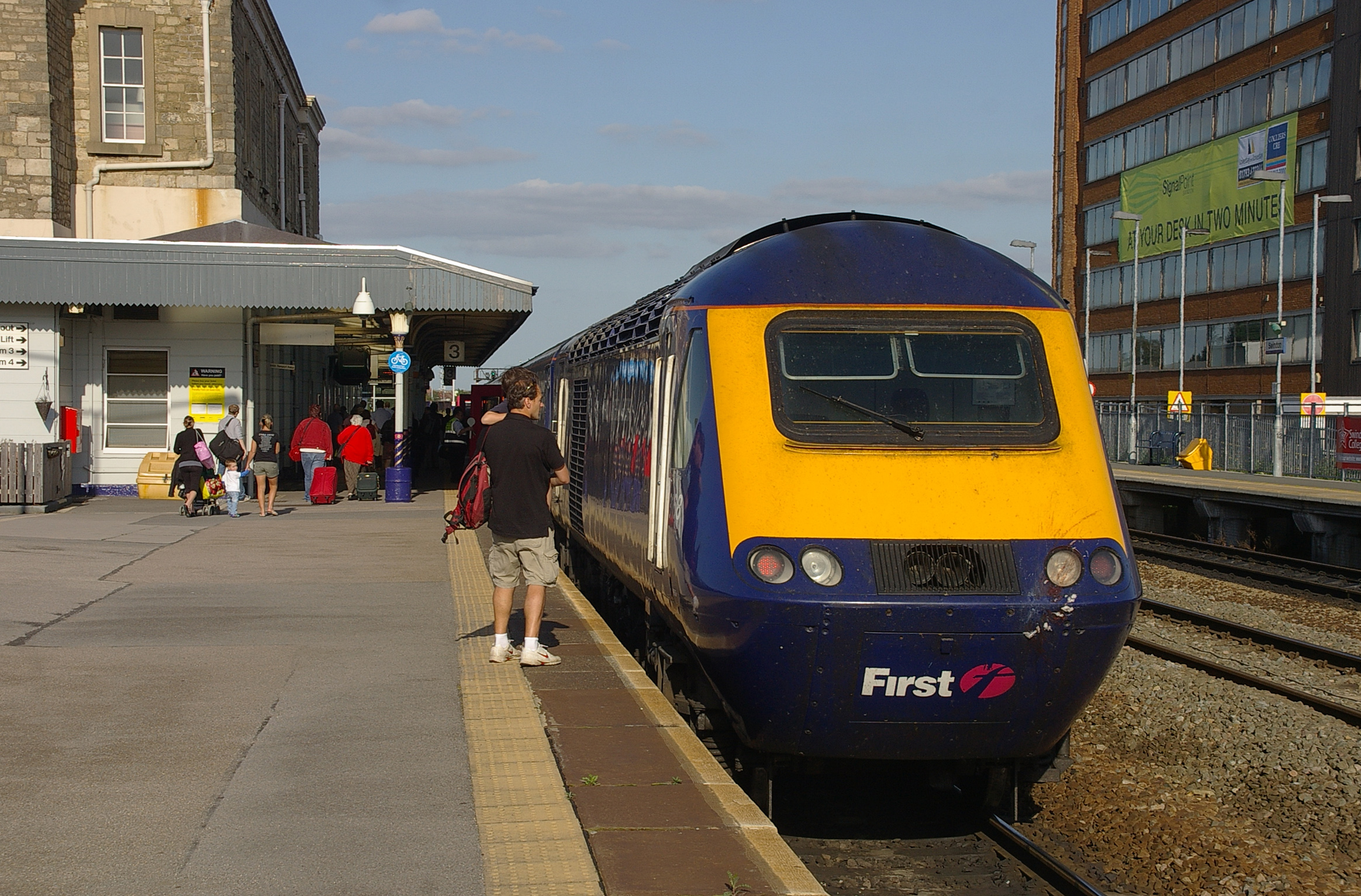 Paddington 2 >> File:Swindon railway station MMB 05 43168.jpg - Wikimedia ...