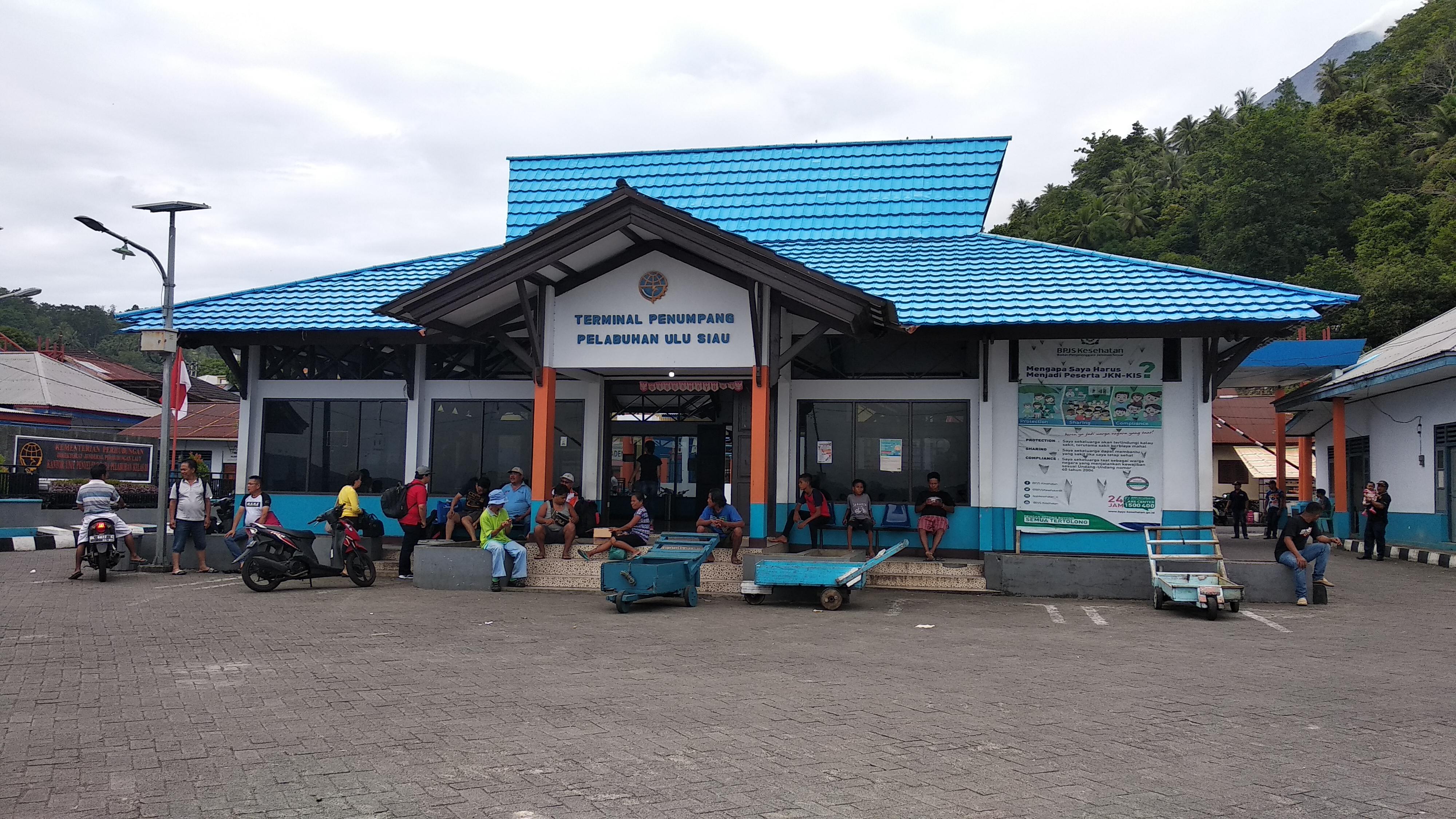 File:Terminal Penumpang Pelabuhan Ulu Siau.jpg