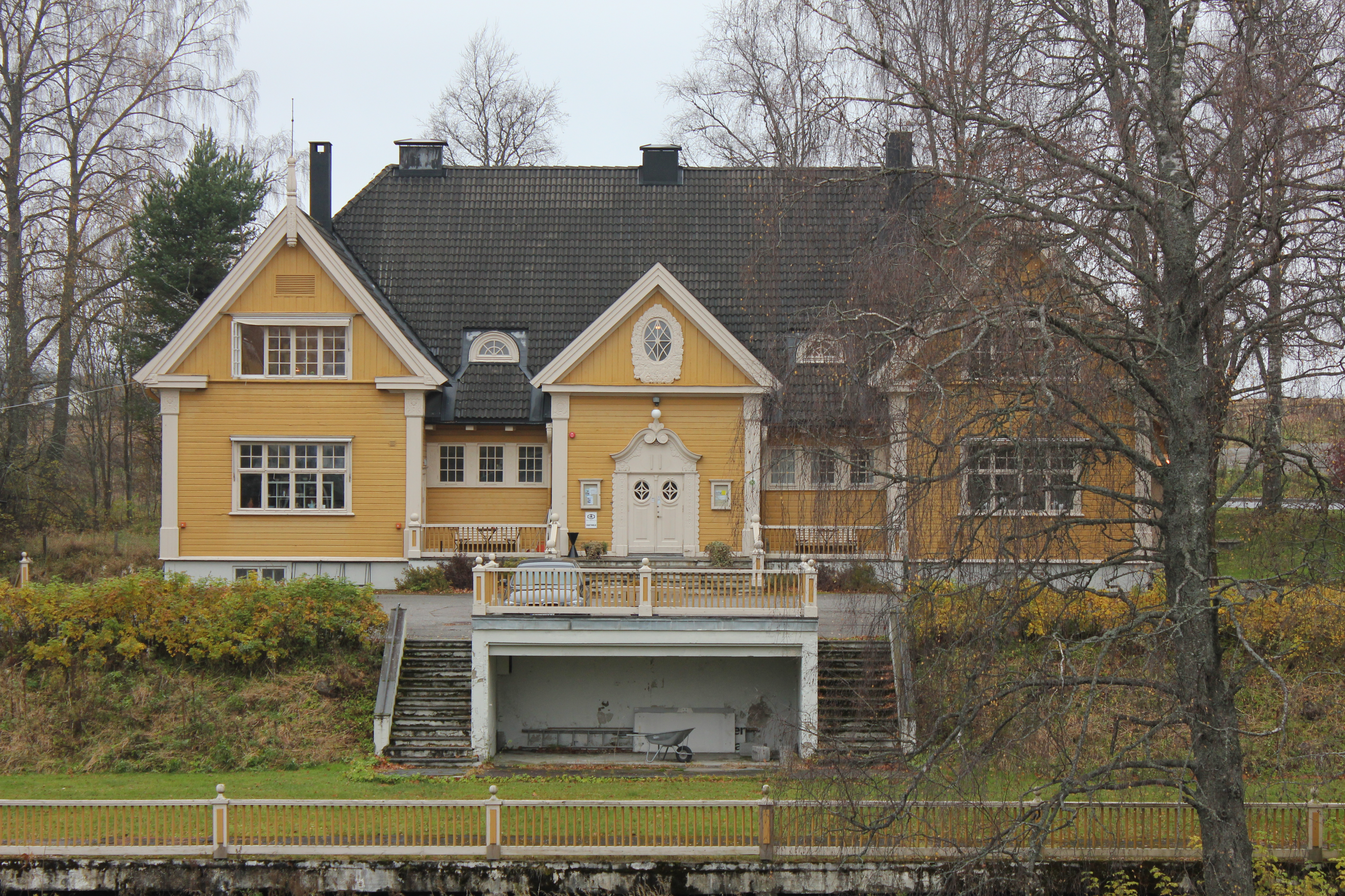 File The old yellow house at Eidsvoll Verk 2 Wikimedia mons