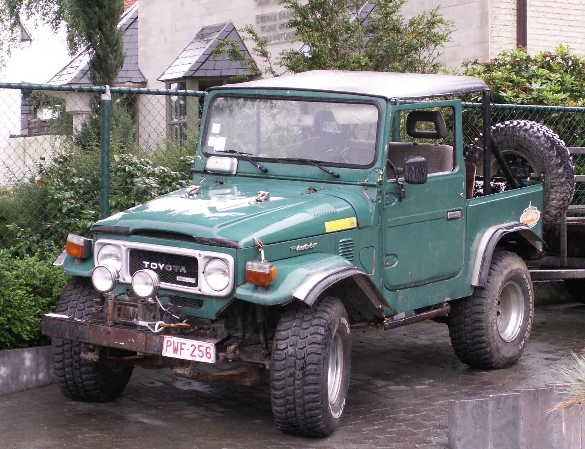 Toyota Land Cruiser Wiki >> File:Toyota landcruiser convertible.jpg - Wikimedia Commons