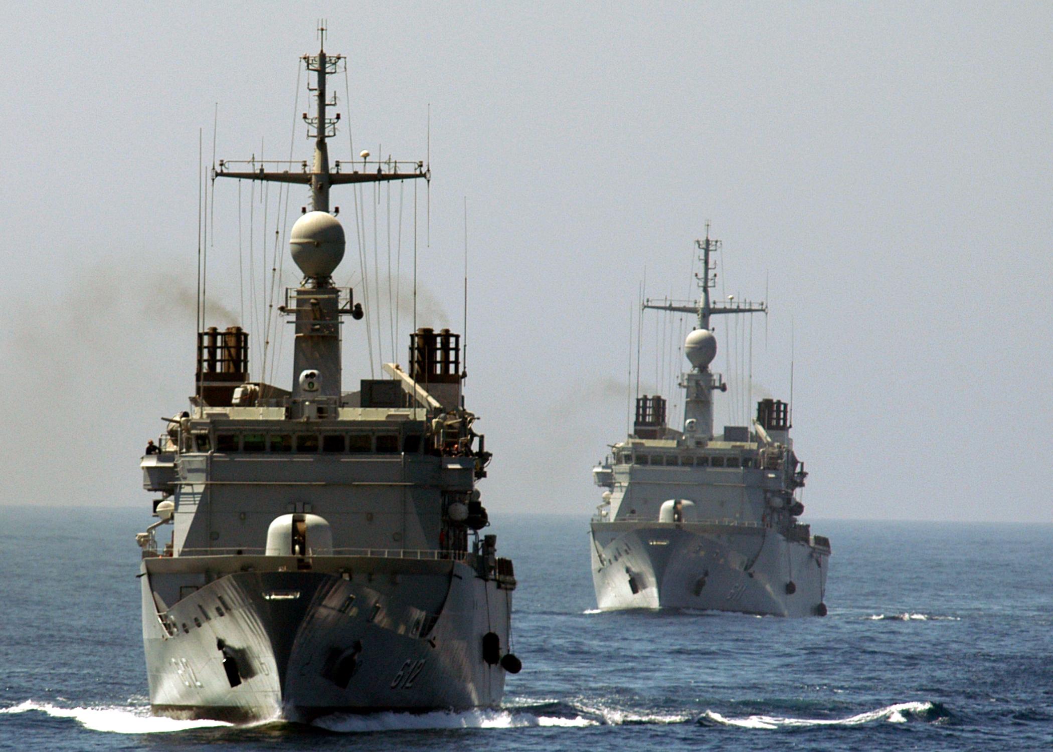 فرقاطة فلوريال المغربية...من فرقاطة دورية اعالي البحار...الى فرقاطة قتالية US_Navy_050405-N-3557N-112_The_Moroccan_Navy_Floreal-class_frigates%2C_Muhammed_V_%28FFGHM_611%29_and_Hassan_II_%28FFGHM_612%29_conduct_maneuvers_with_the_ships_assigned_to_the_USS_Kearsarge_%28LHD_3%29_Expeditionary_Strike_Group