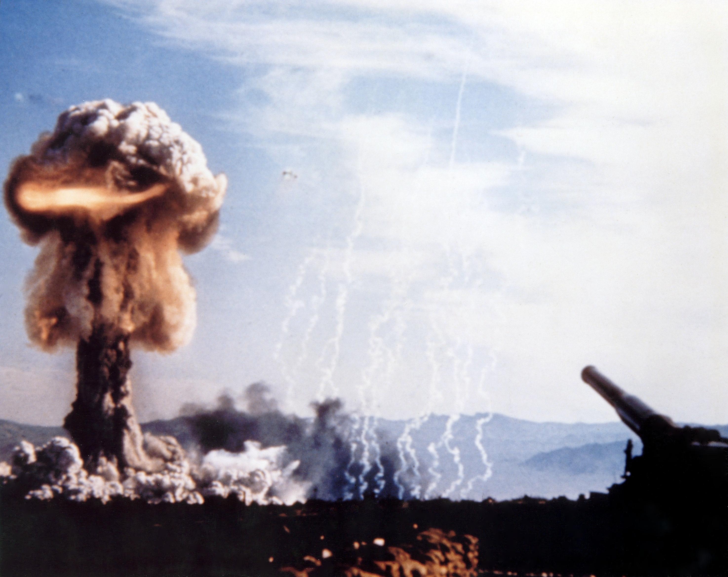 爆弾 中性子