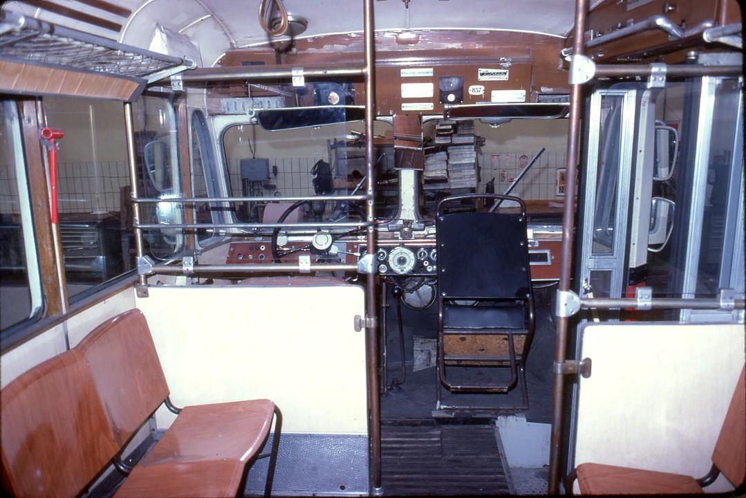 file 060l28220979 tag der offenen t r hw simmering halle bus typ 5gfst 9918 innen. Black Bedroom Furniture Sets. Home Design Ideas