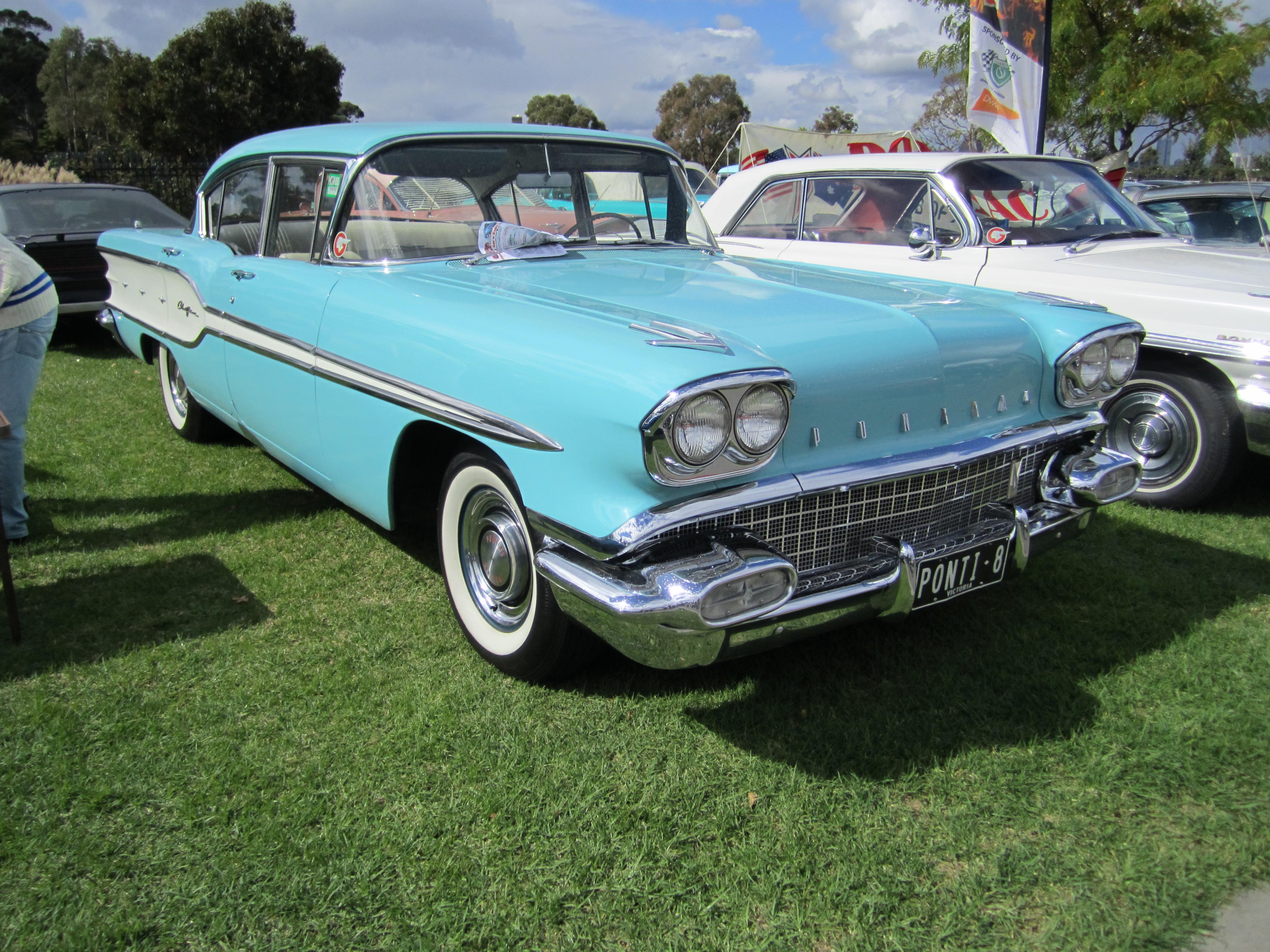 File 1958 Pontiac Cheiftan Sedan Jpg Wikimedia Commons
