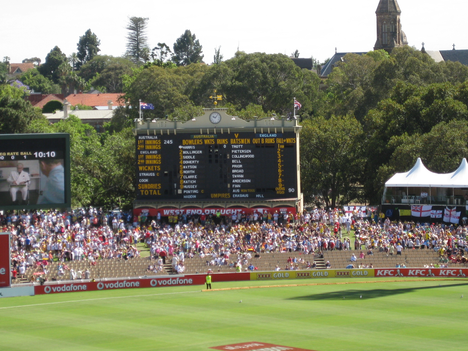 English: Adelaide Oval Scoreboard, Dec 2010 du...