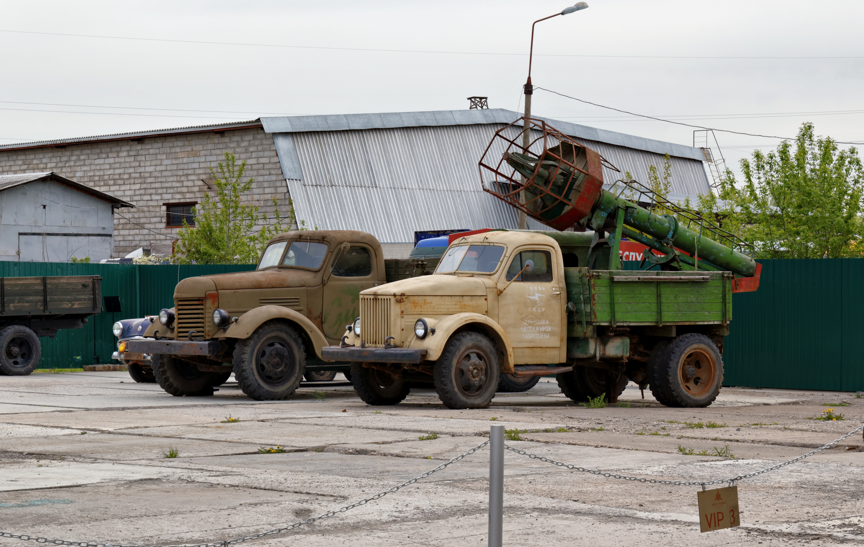 File:Arkhangelskoye Vadim Zadorozhnys Vehicle Museum GAZ-51 and ...