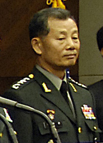 Army (ROKA) General Kim Byung-kwan 육군대장 김병관 (Defense.gov photo essay 071107-D-7203T-012).jpg