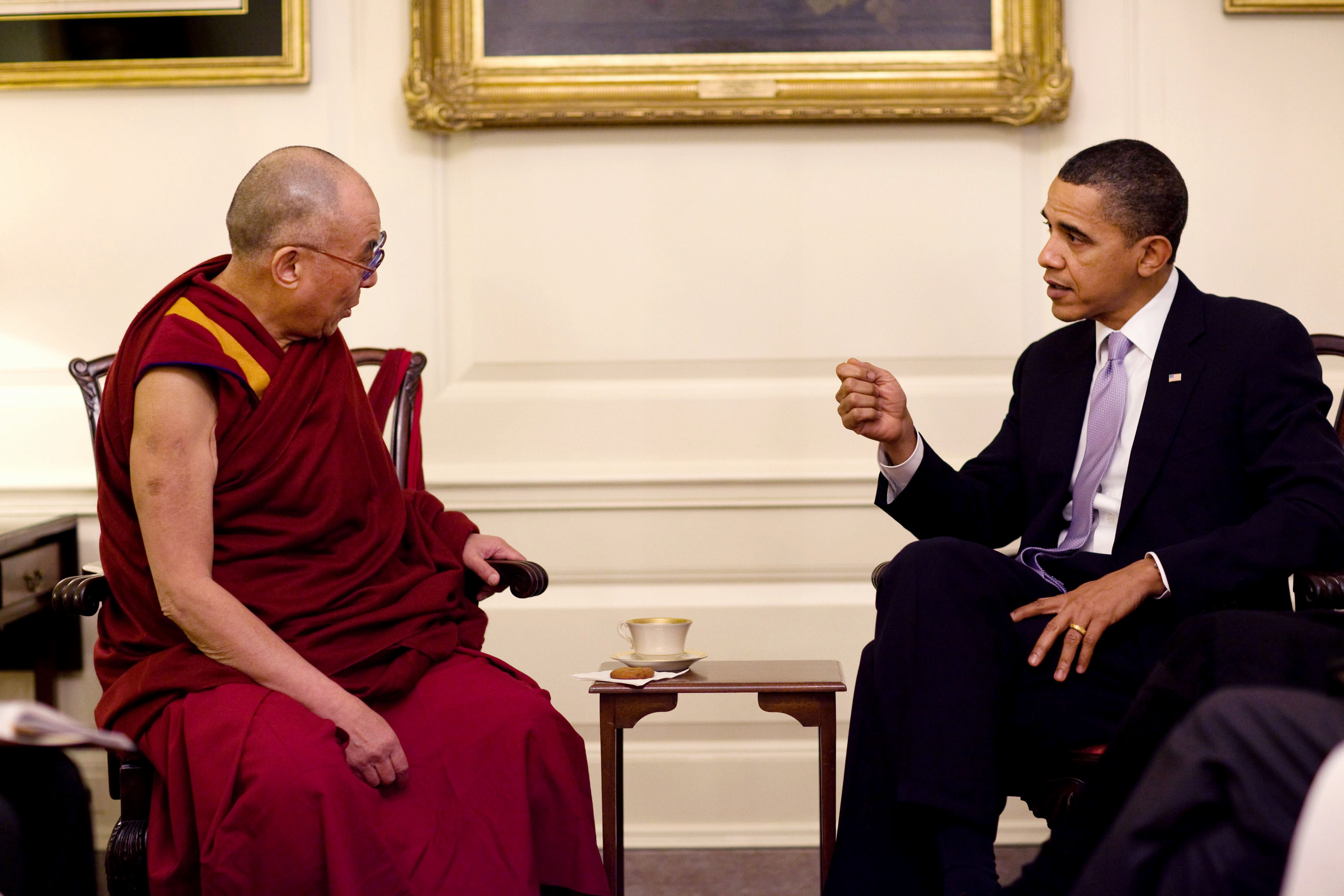 File barack obama with the 14th dalai lama in the map wikimedia commons - Houses romanias political leaders ...