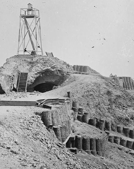 File:Beacon on parapet of Fort Sumter (Charleston County, South Carolina).jpg