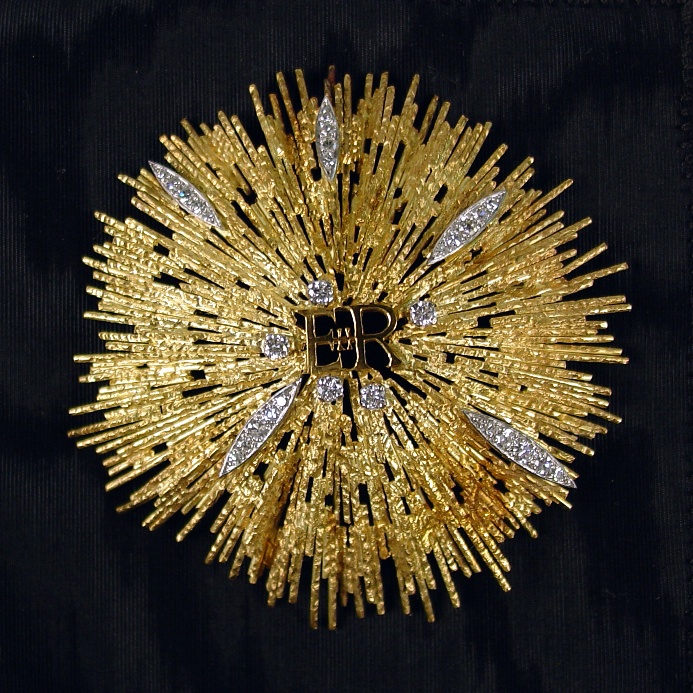 File Betty Ford S Gold Brooch Jpg Wikimedia Commons