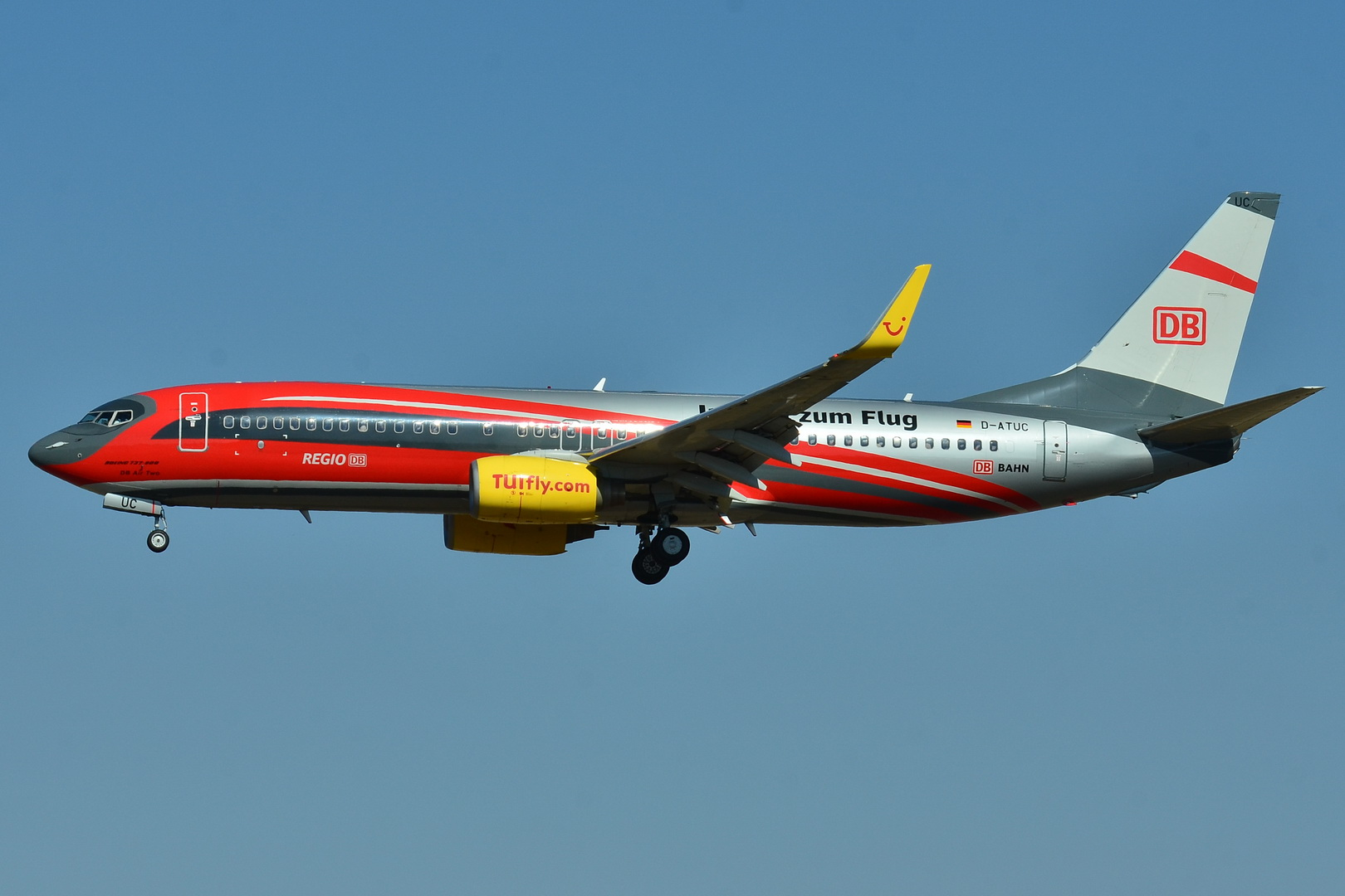 Datei:Boeing 737-800 TUIfly D-ATUC (DB Air Two livery) (HLX - HLF ...