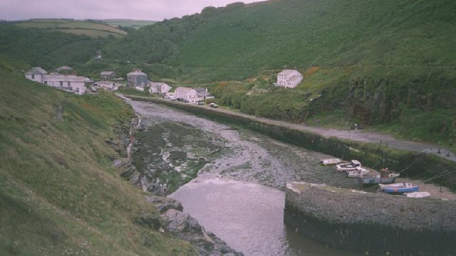 File:Boscastle - geograph.org.uk - 107179.jpg