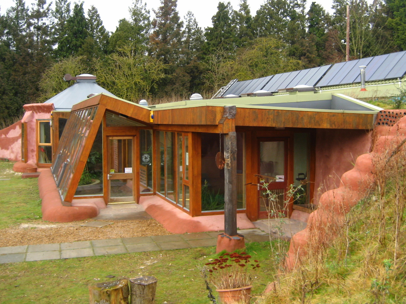 Earthship wikidwelling fandom powered by wikia for Building a one room house