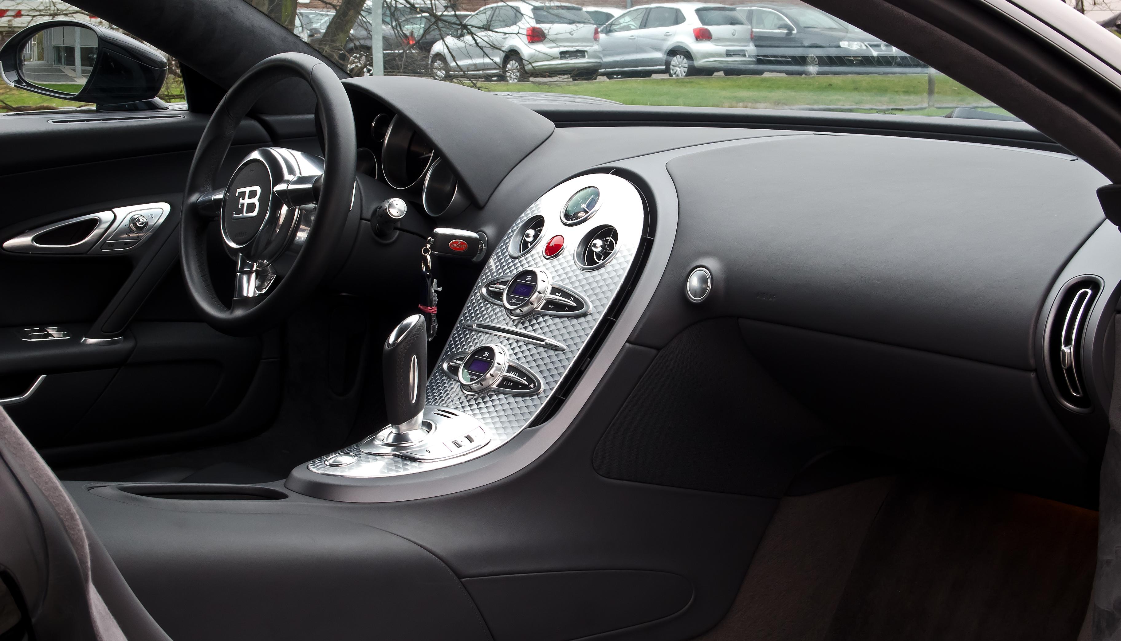 File:Bugatti Veyron 16.4 – Innenraum, 5. April 2012, Düsseldorf.jpg ...