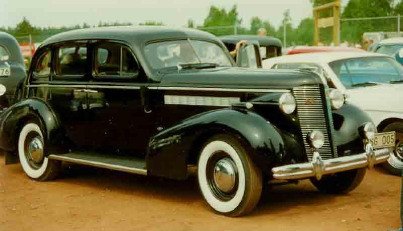 1937 buick series 40 antique car magazine for 1937 buick 4 door sedan