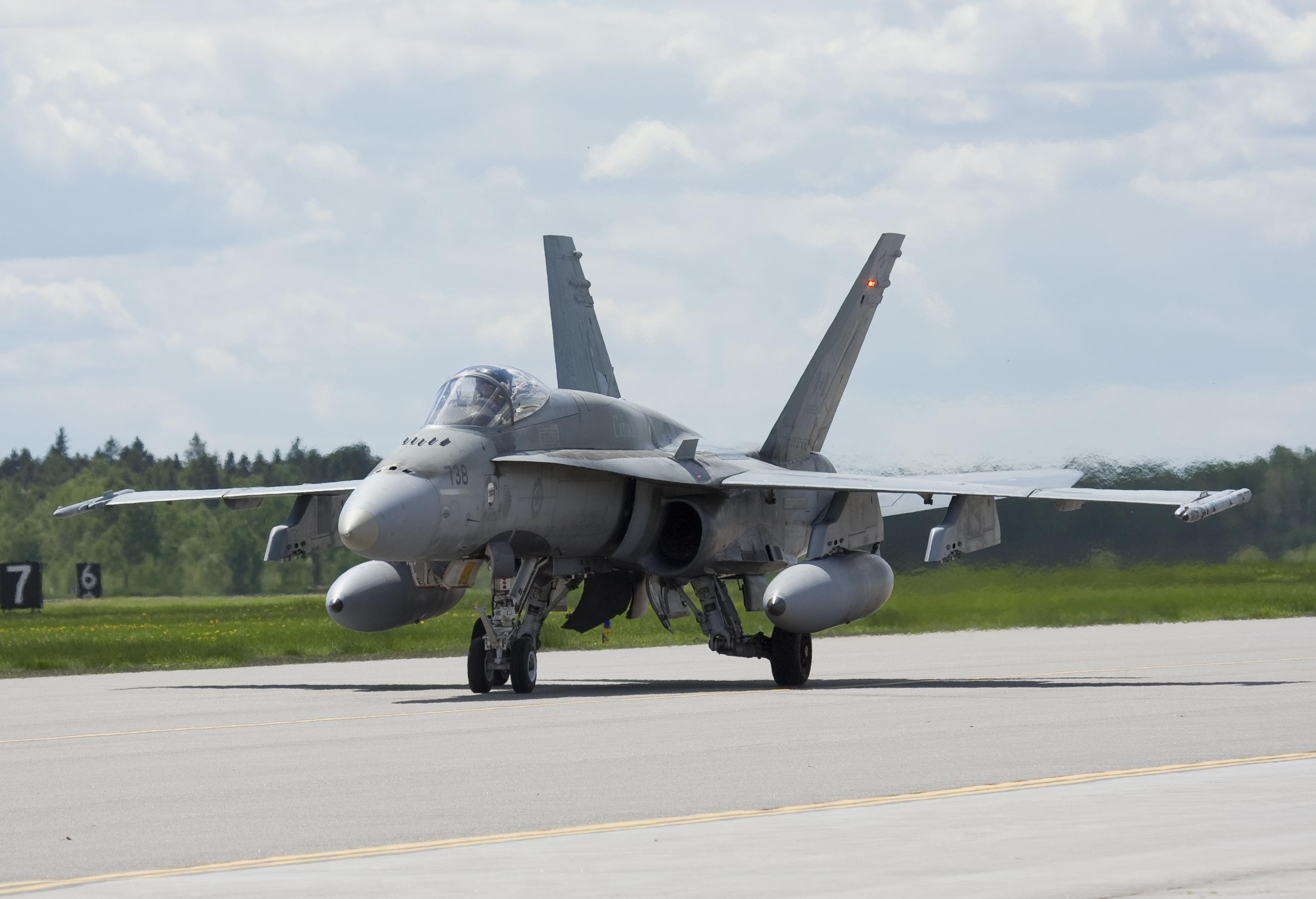 Канадская авиация будет охранять границы Восточной Европы в рамках миссии НАТО, - Литва - Цензор.НЕТ 1912