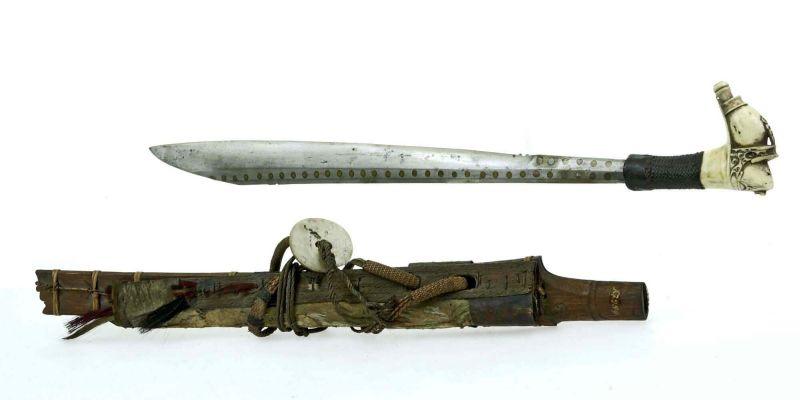 File:COLLECTIE TROPENMUSEUM Zwaard met gevest van been en schede TMnr A-2989.jpg