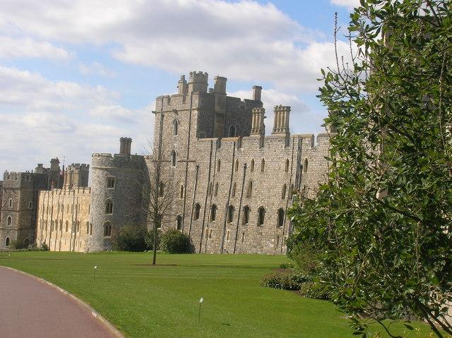 Castle Walls, Windsor - geograph.org.uk - 1223818