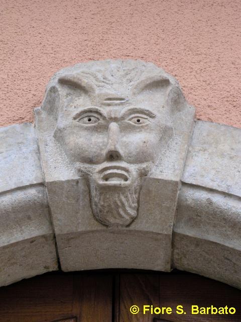 file:centro storico, maschera apotropaica cornuta (bagnoli irpino ... - Fiori Bagnoli Irpino