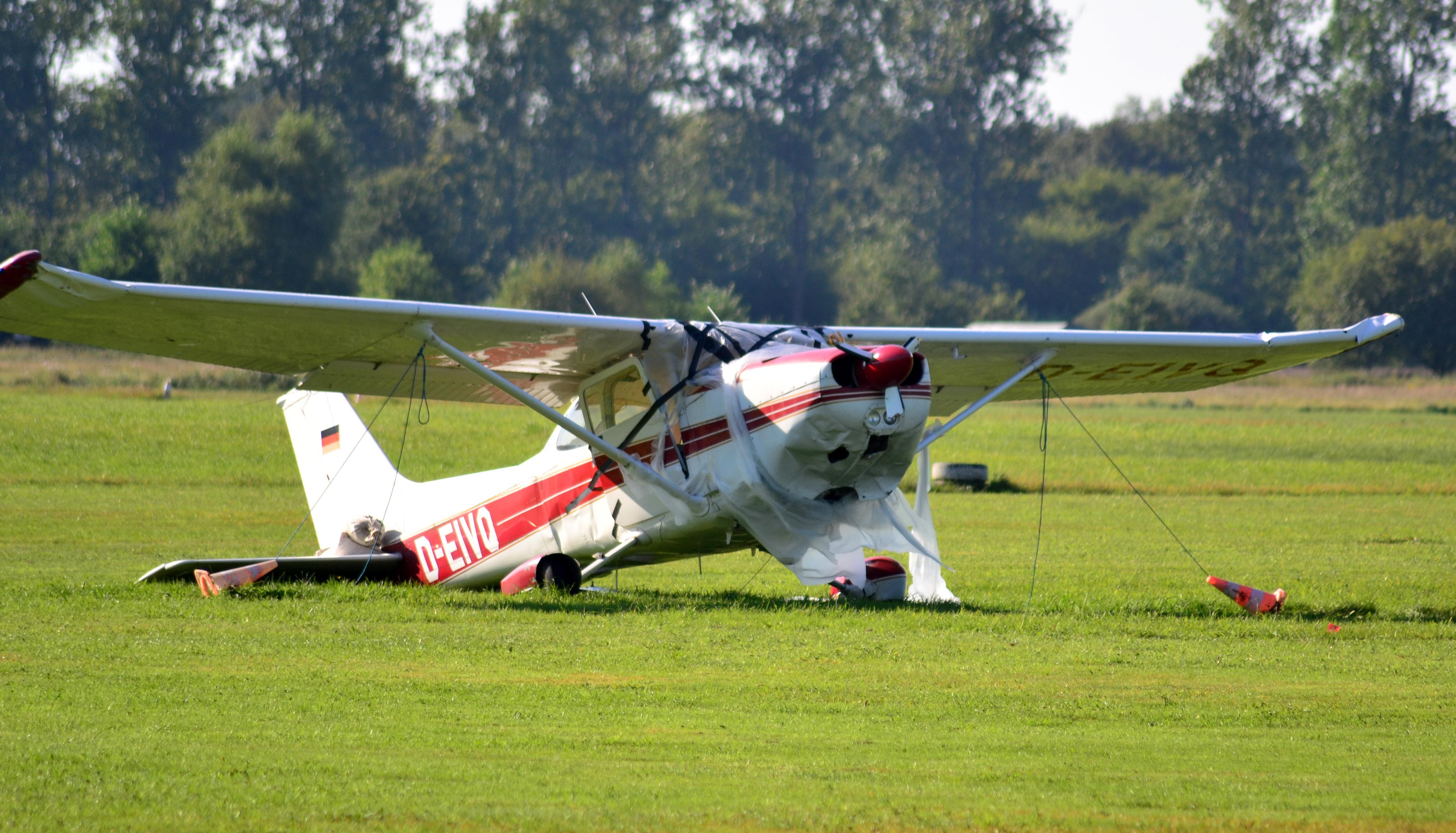 Cessna (D-EIVQ) 05.jpg