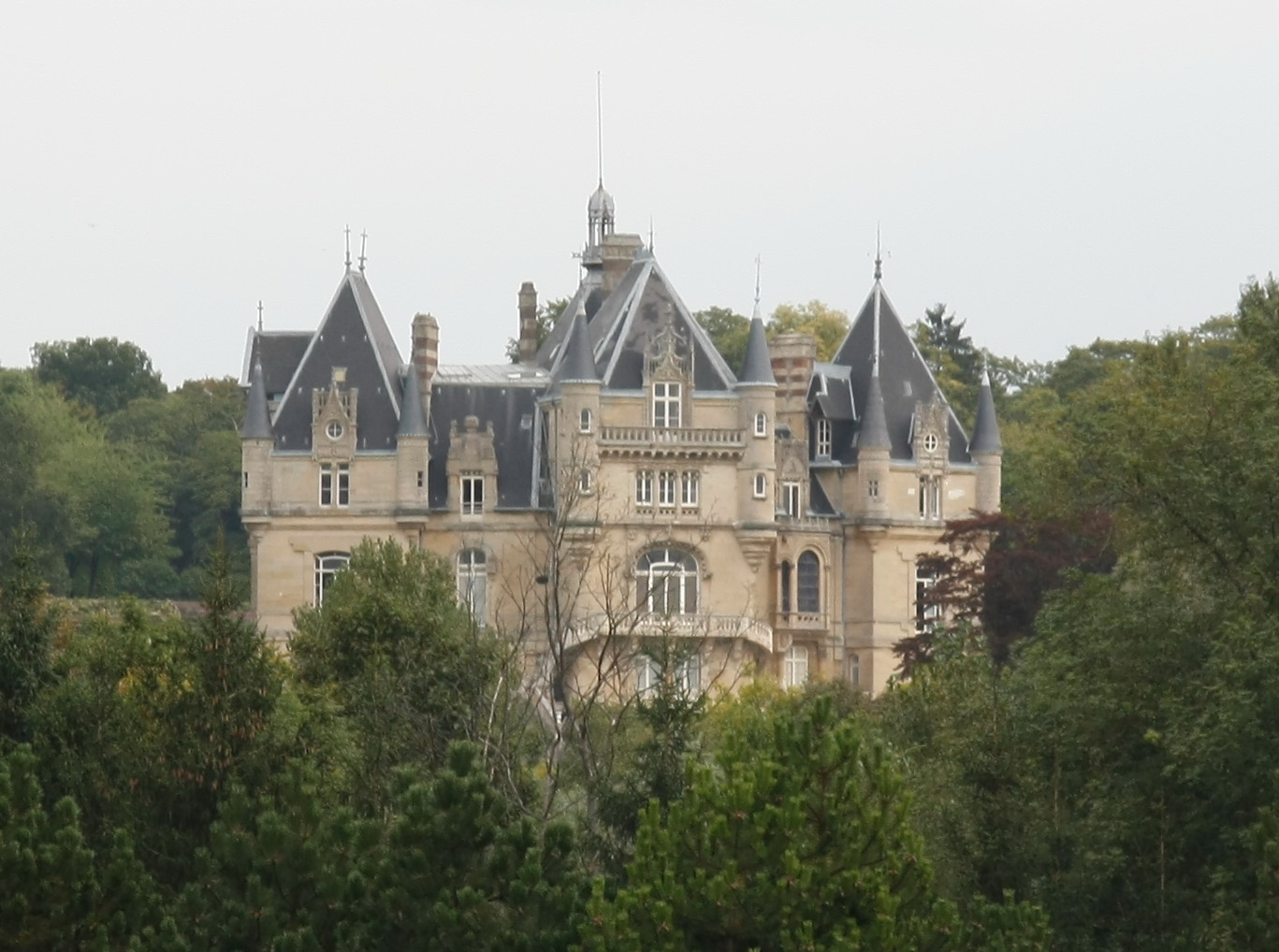 file chateau de dampont us val d 39 oise wikimedia commons. Black Bedroom Furniture Sets. Home Design Ideas