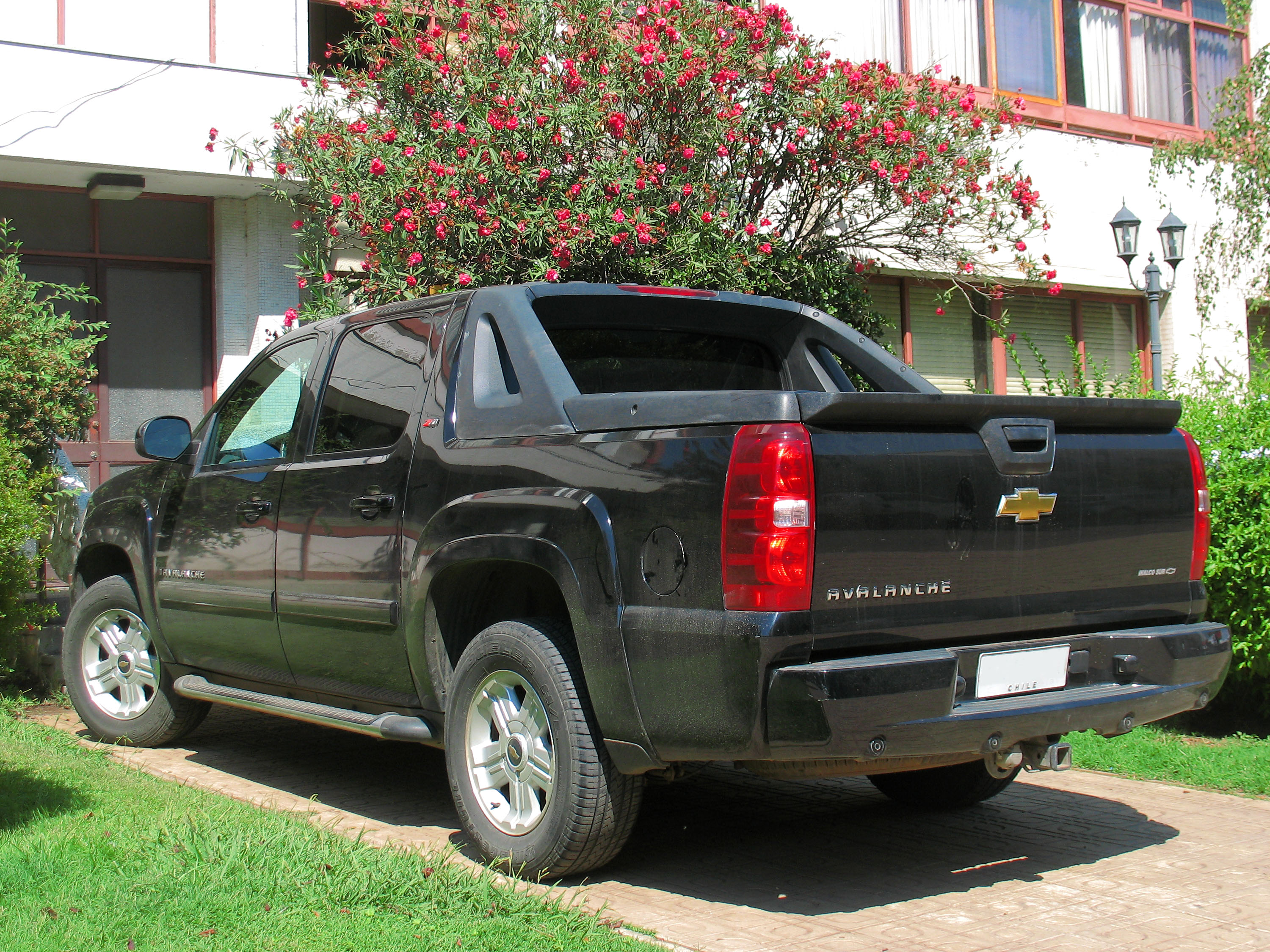 Filechevrolet avalanche z71 2009 14341399415g wikimedia filechevrolet avalanche z71 2009 14341399415g sciox Image collections