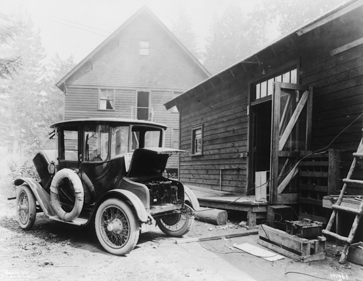 File:Detroit Electric car charging.png - Wikimedia Commons