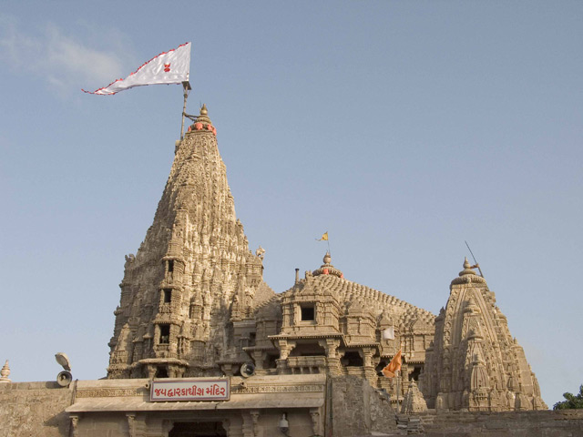 http://upload.wikimedia.org/wikipedia/commons/a/a2/Dwarkadheesh_temple.jpg