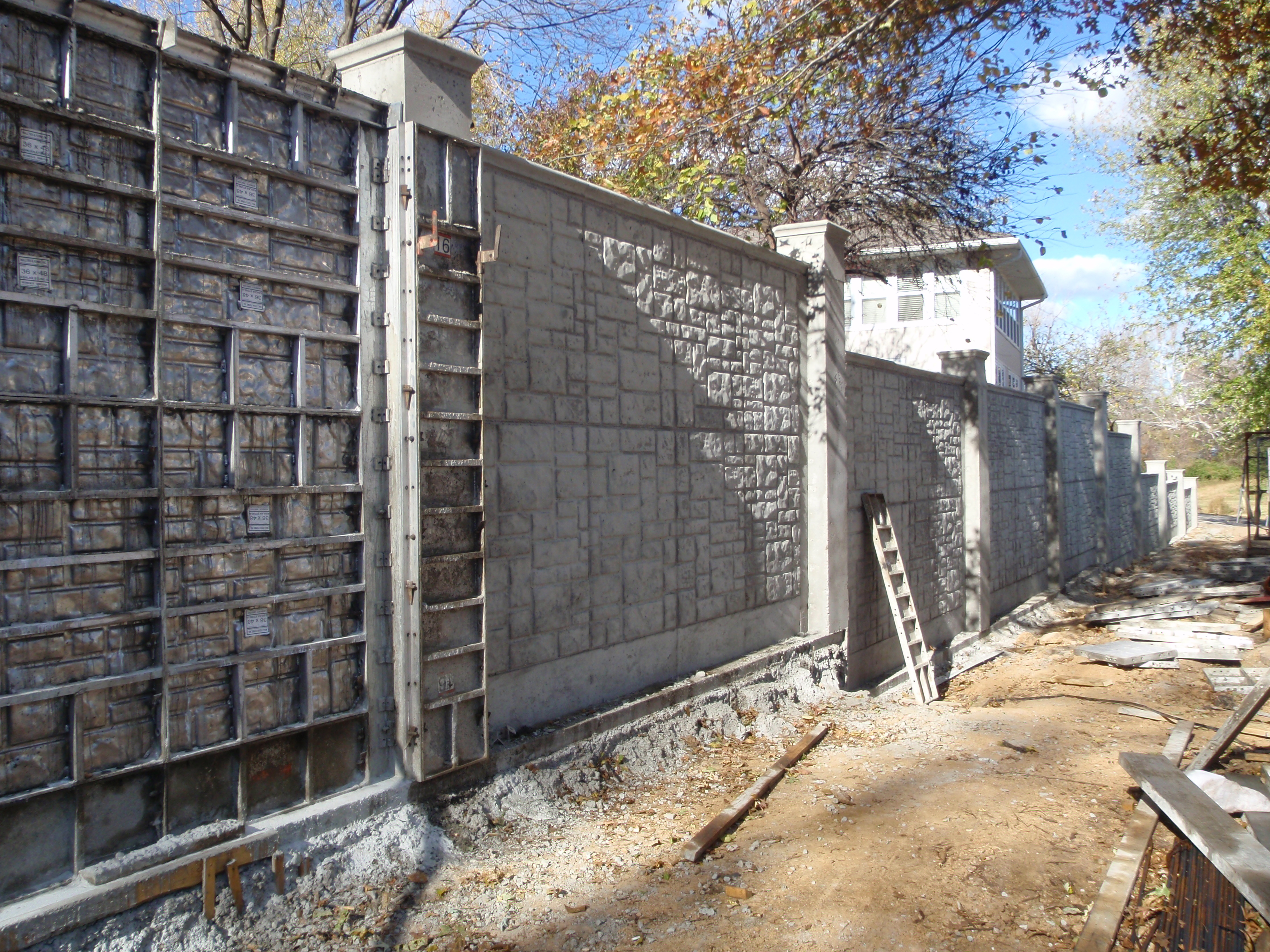 File fence formwork jpg wikimedia commons - Decorative concrete wall forms ...