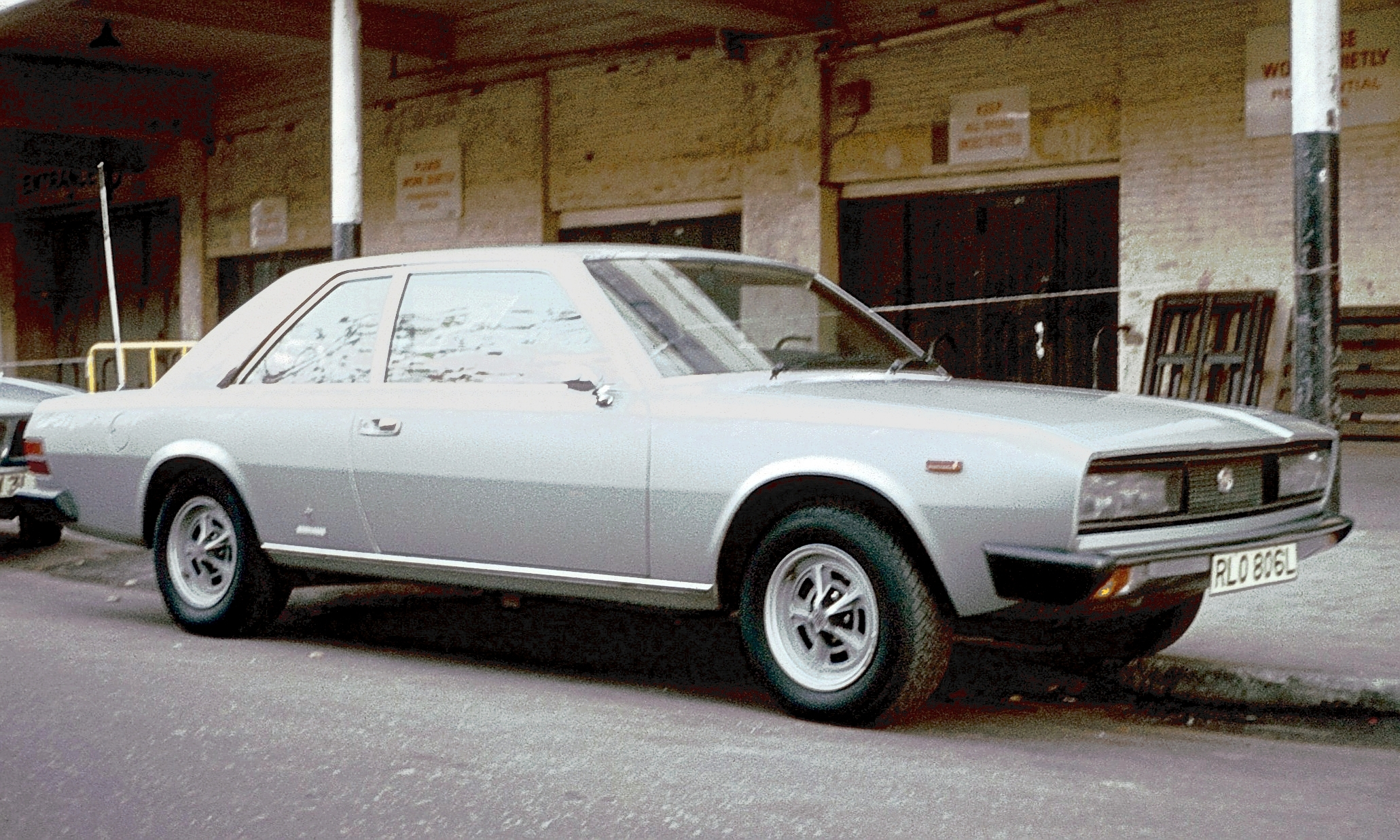 file fiat 130 coupe at earls wikimedia commons. Black Bedroom Furniture Sets. Home Design Ideas