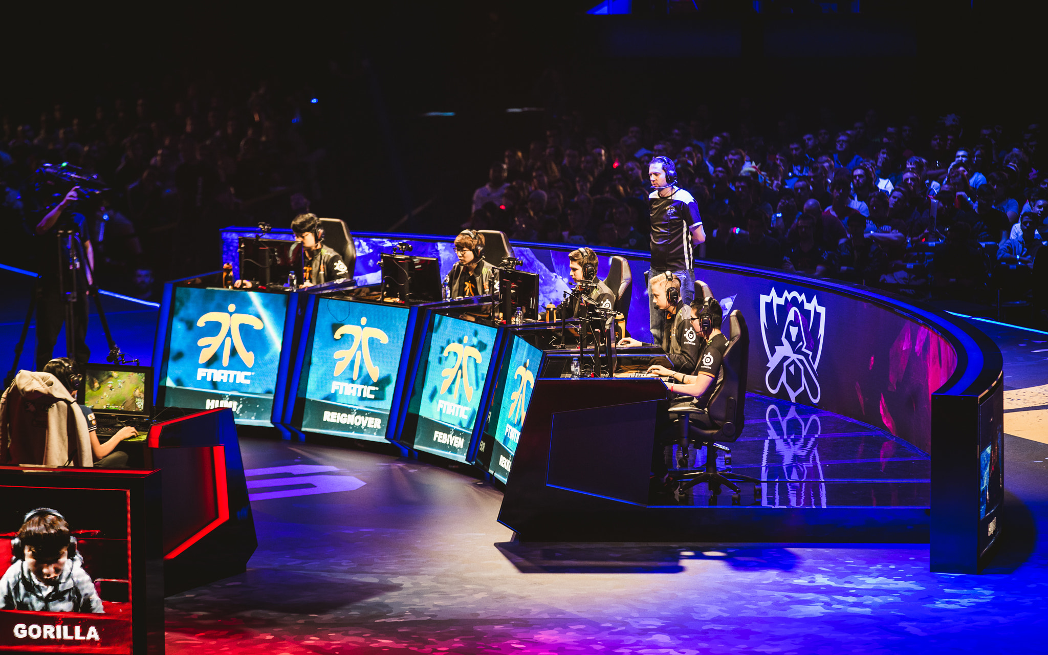 File:Fnatic vs KOO Tigers - 2015 League of Legends (1cun6961).jpg -  Wikimedia Commons