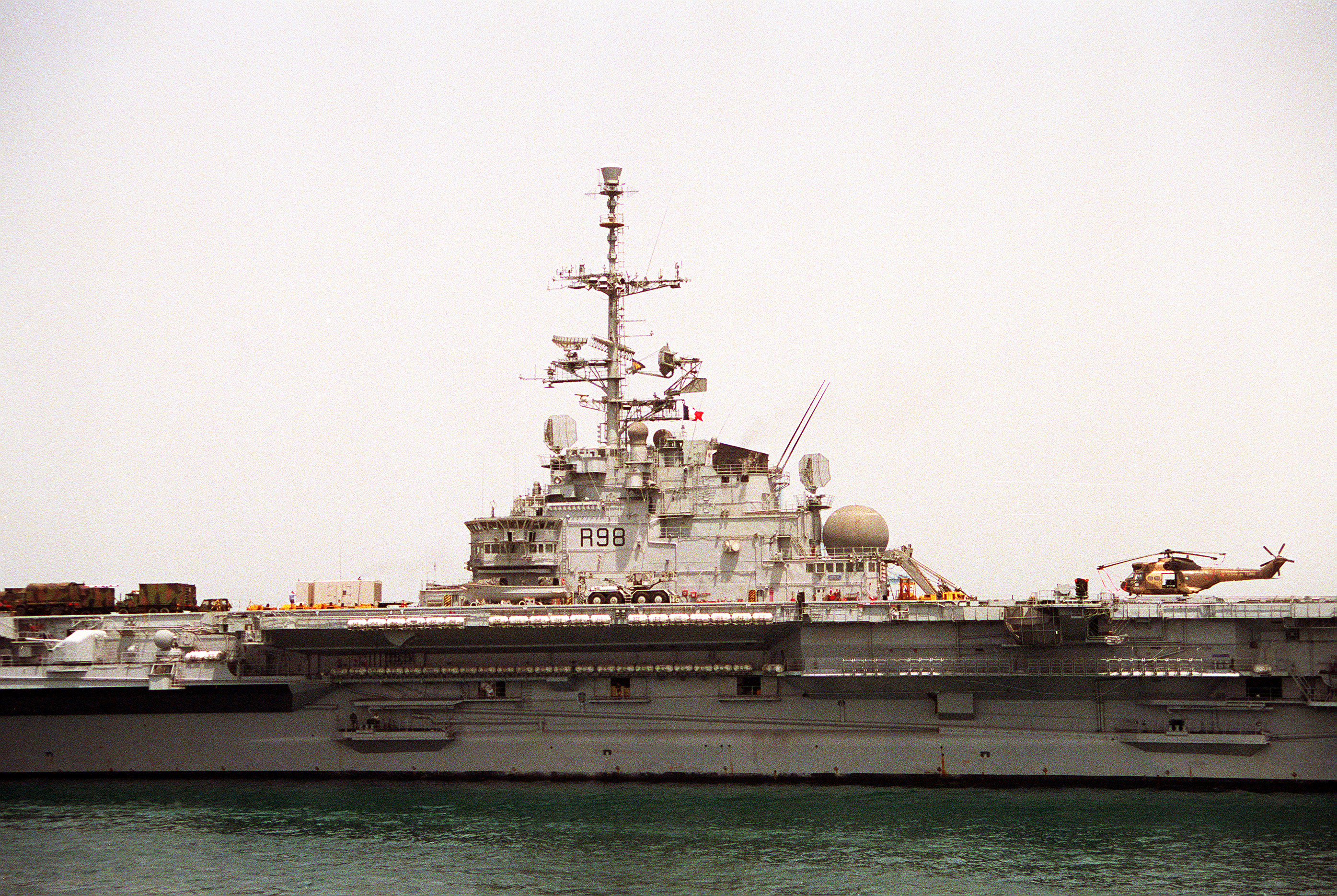 File:French aircraft carrier FS Clemenceau (R-98).JPEG ...