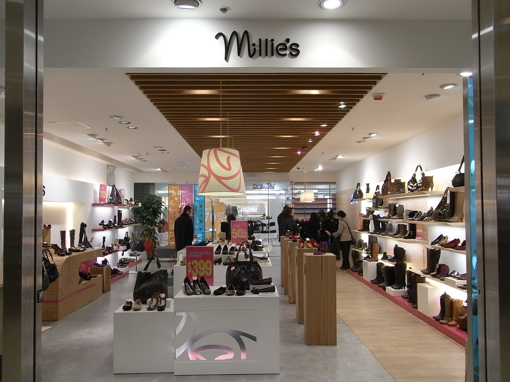 Файл:HK TST New World Centre shop Millie's leather bag ...