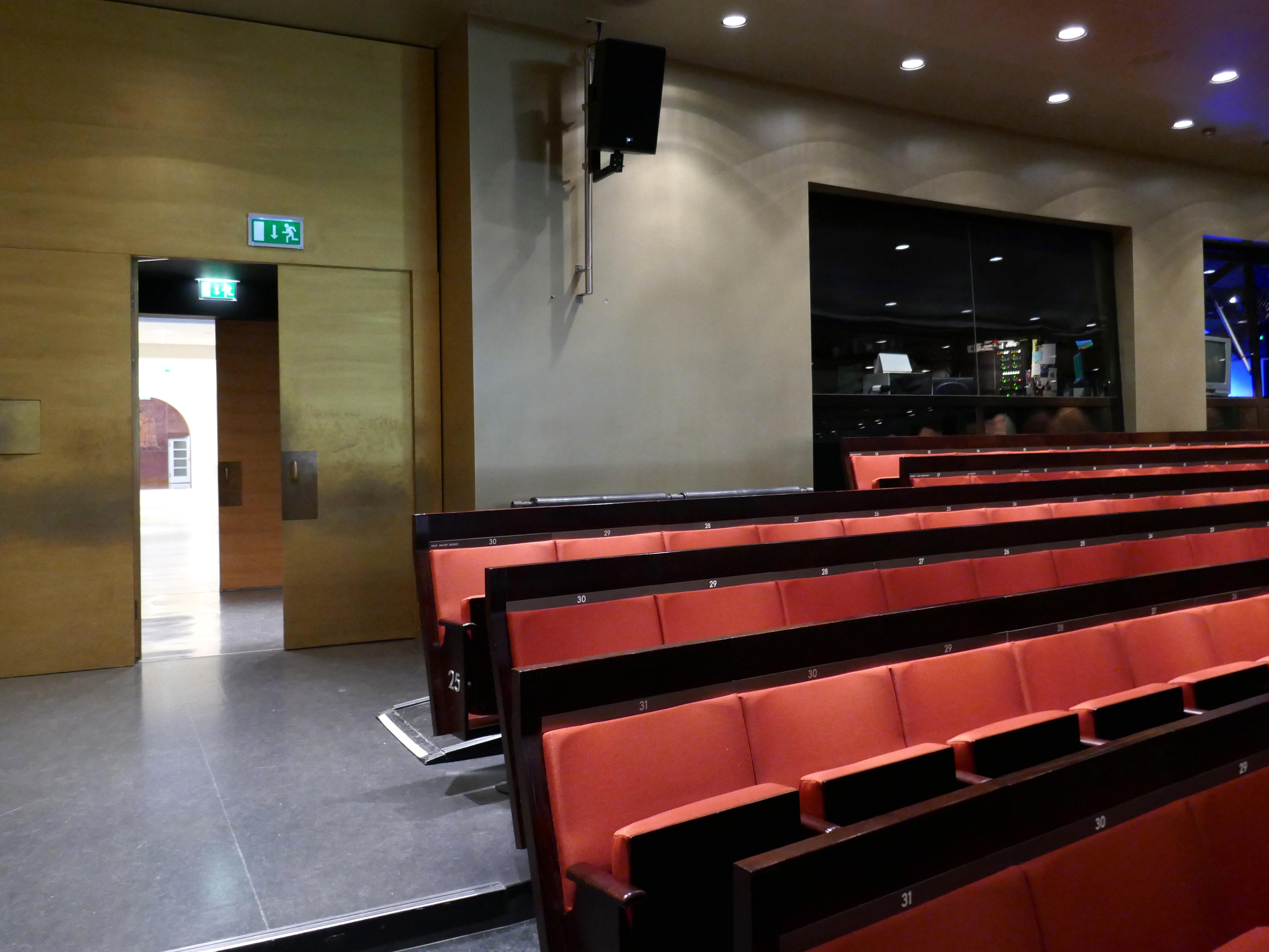 File:Haus für Mozart, Salzburg - Zuschauersaal (1).jpg - Wikimedia ...