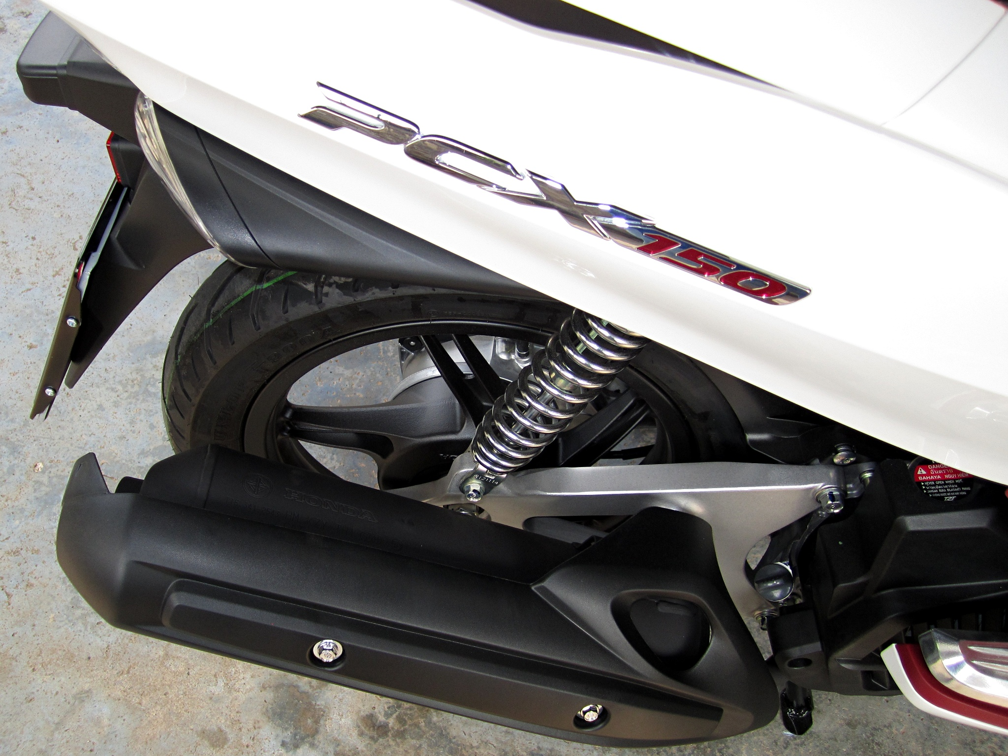 Description Honda PCX150 2013 Exhaust.JPG