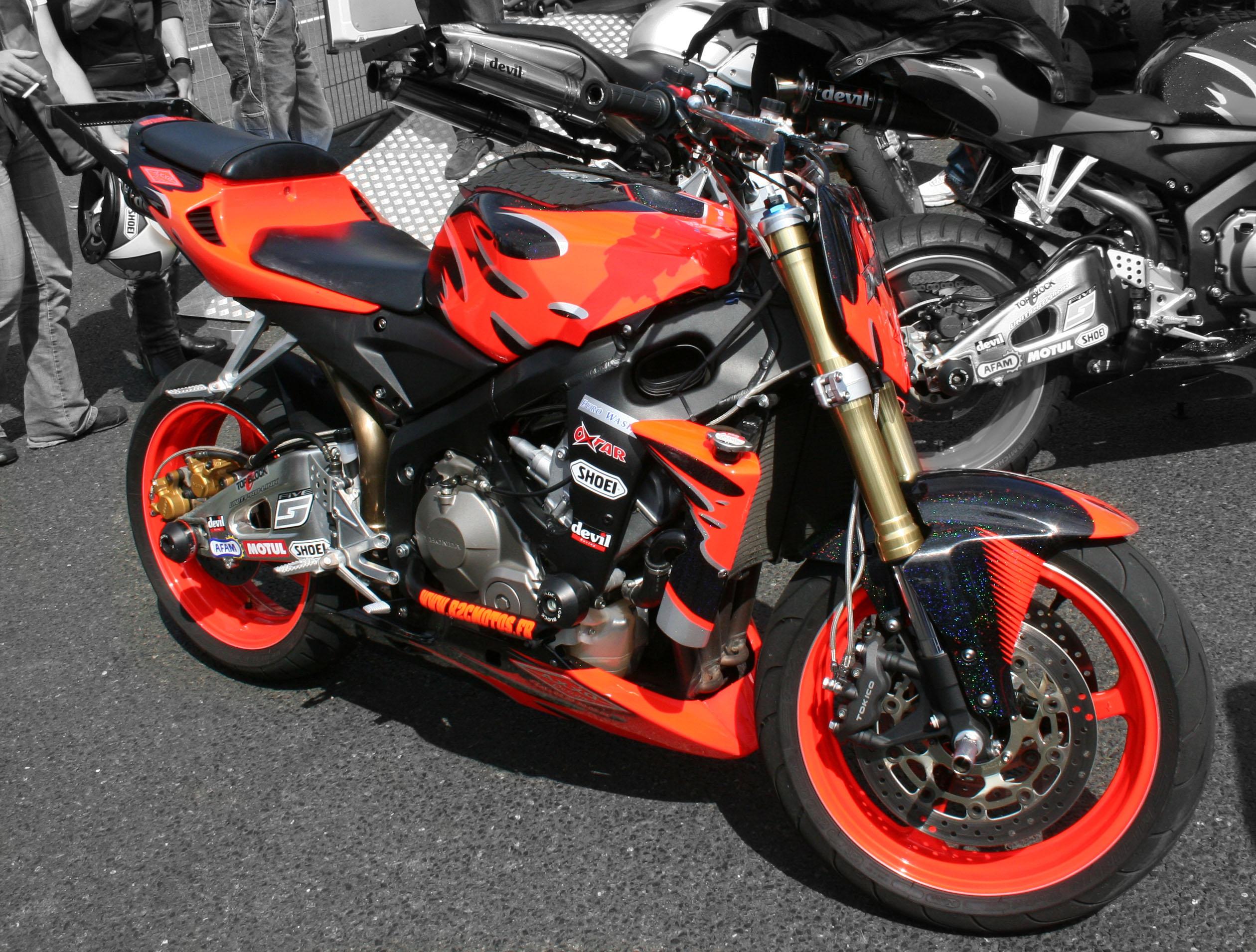 hot moto speed bikes stunts. Black Bedroom Furniture Sets. Home Design Ideas
