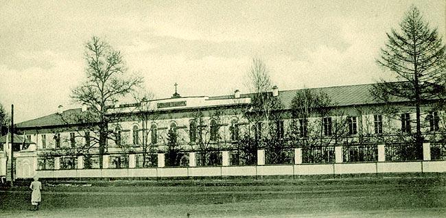 https://upload.wikimedia.org/wikipedia/commons/a/a2/Irkutsk_seminary.jpg