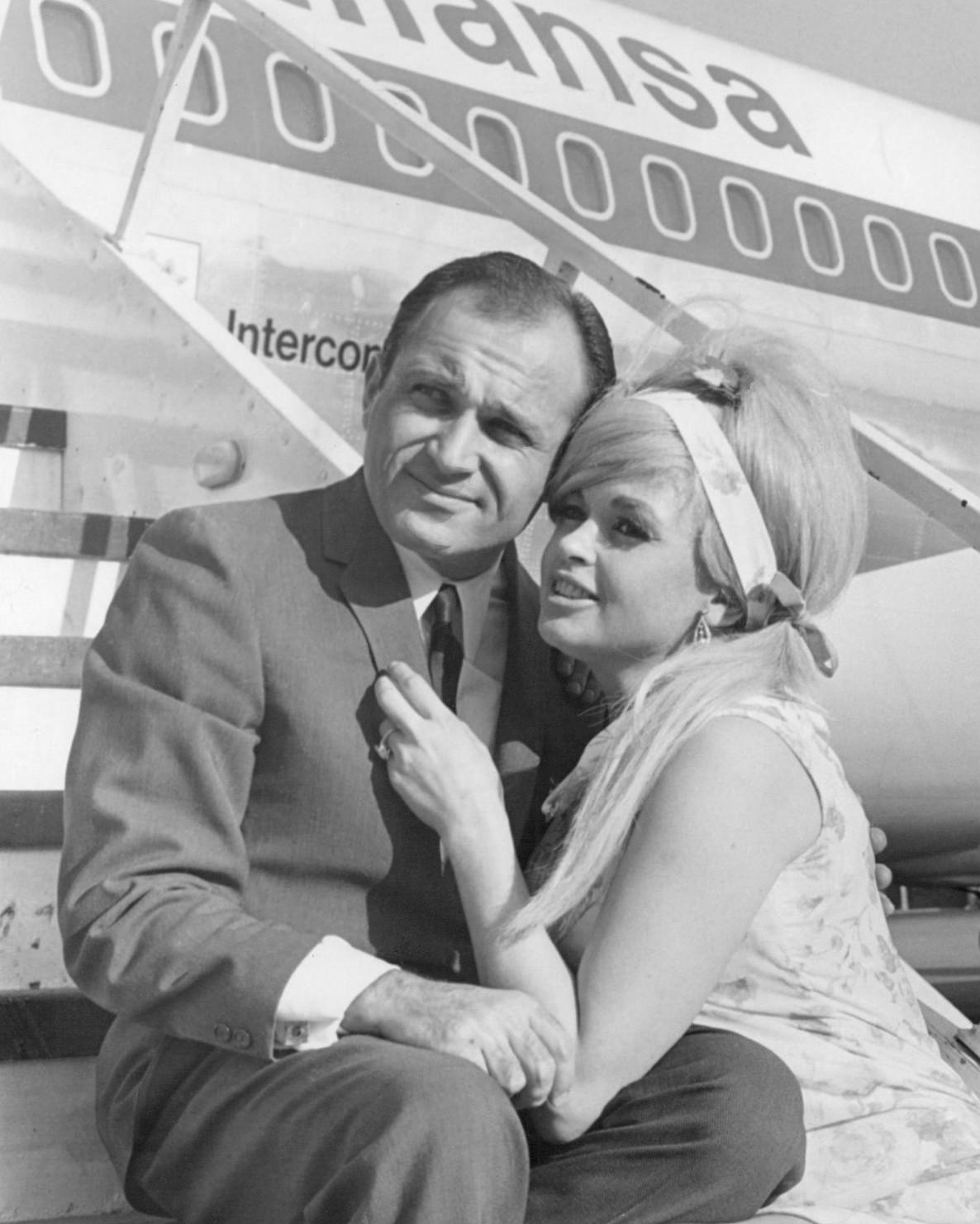 File:Jayne Mansfield and Sam Brody May 1967.jpg - Wikimedia Commons