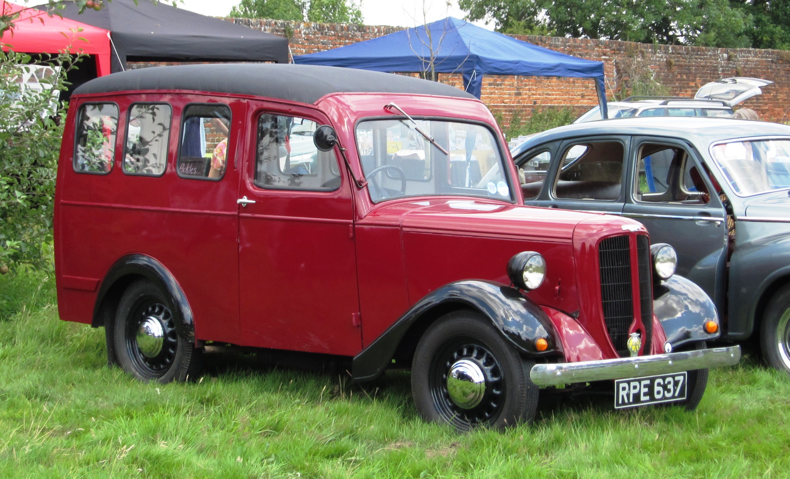 Build A Ford Truck >> File:Jowett Bradford next to Javelin.jpg - Wikimedia Commons