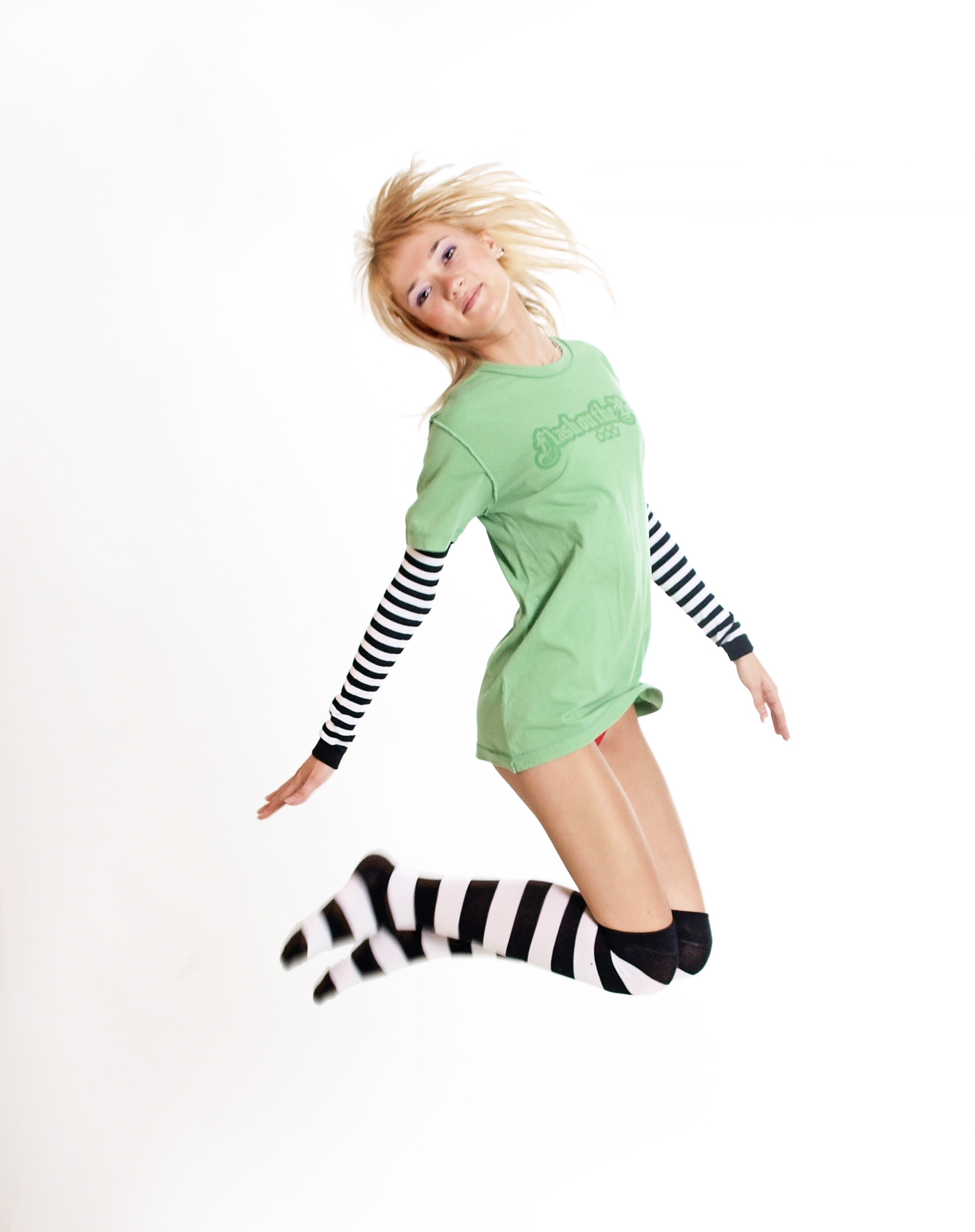 File Jumping Woman With Green Shirt And Black And White Socks And Sleeves Jpg Wikimedia Commons