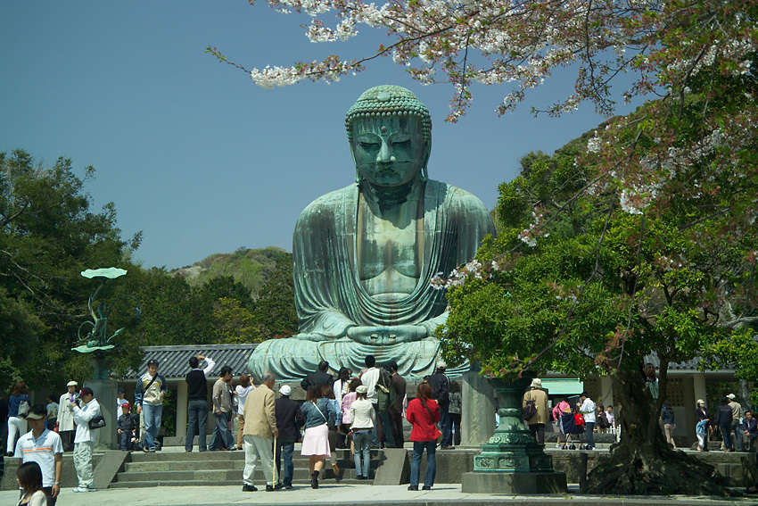http://upload.wikimedia.org/wikipedia/commons/a/a2/KamakuraDaibutsu3947.jpg